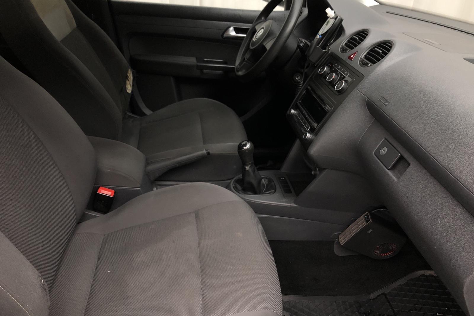 VW Caddy MPV Maxi 1.6 TDI (102hk) - 19 005 mil - Manuell - vit - 2013