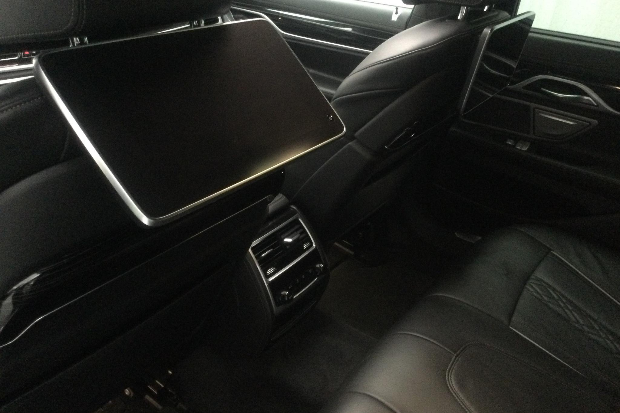 BMW 740e iPerformance Sedan, G11 (326hk) - 3 520 mil - Automat - grå - 2017