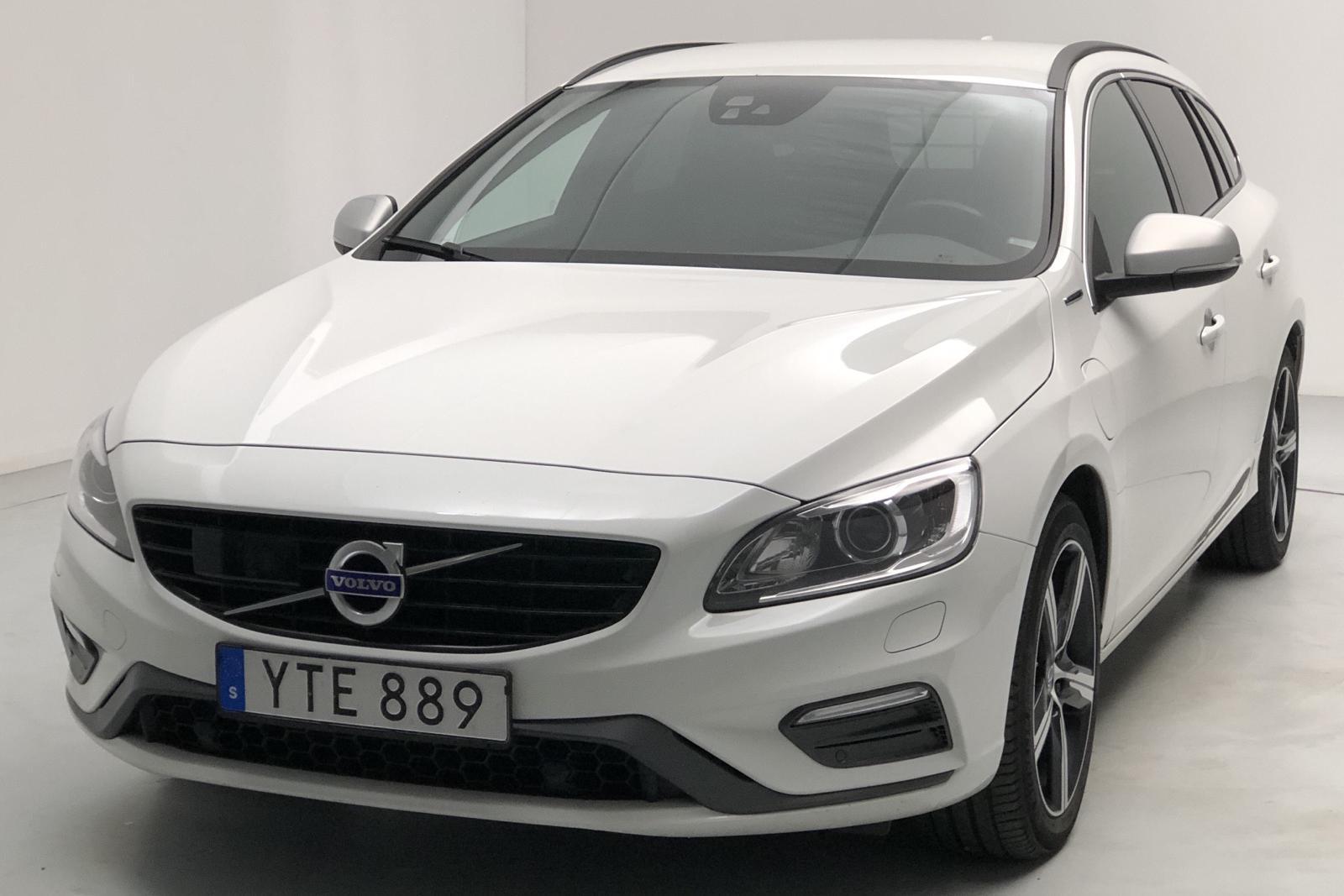 Volvo V60 D5 AWD Twin Engine (163hk) - 83 210 km - Automatic - white - 2018