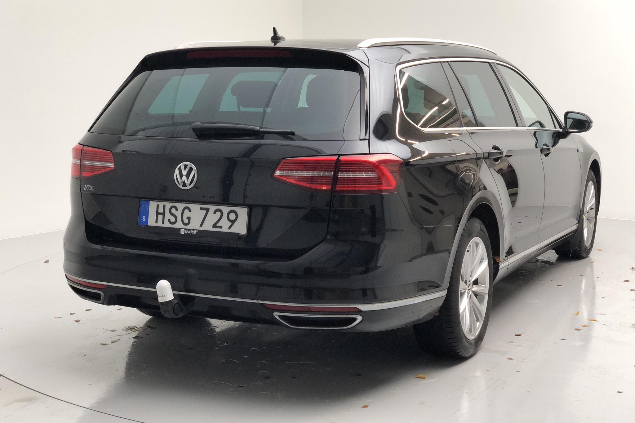 VW Passat 1.4 Plug-in-Hybrid Sportscombi (218hk) - 10 499 mil - Automat - svart - 2017