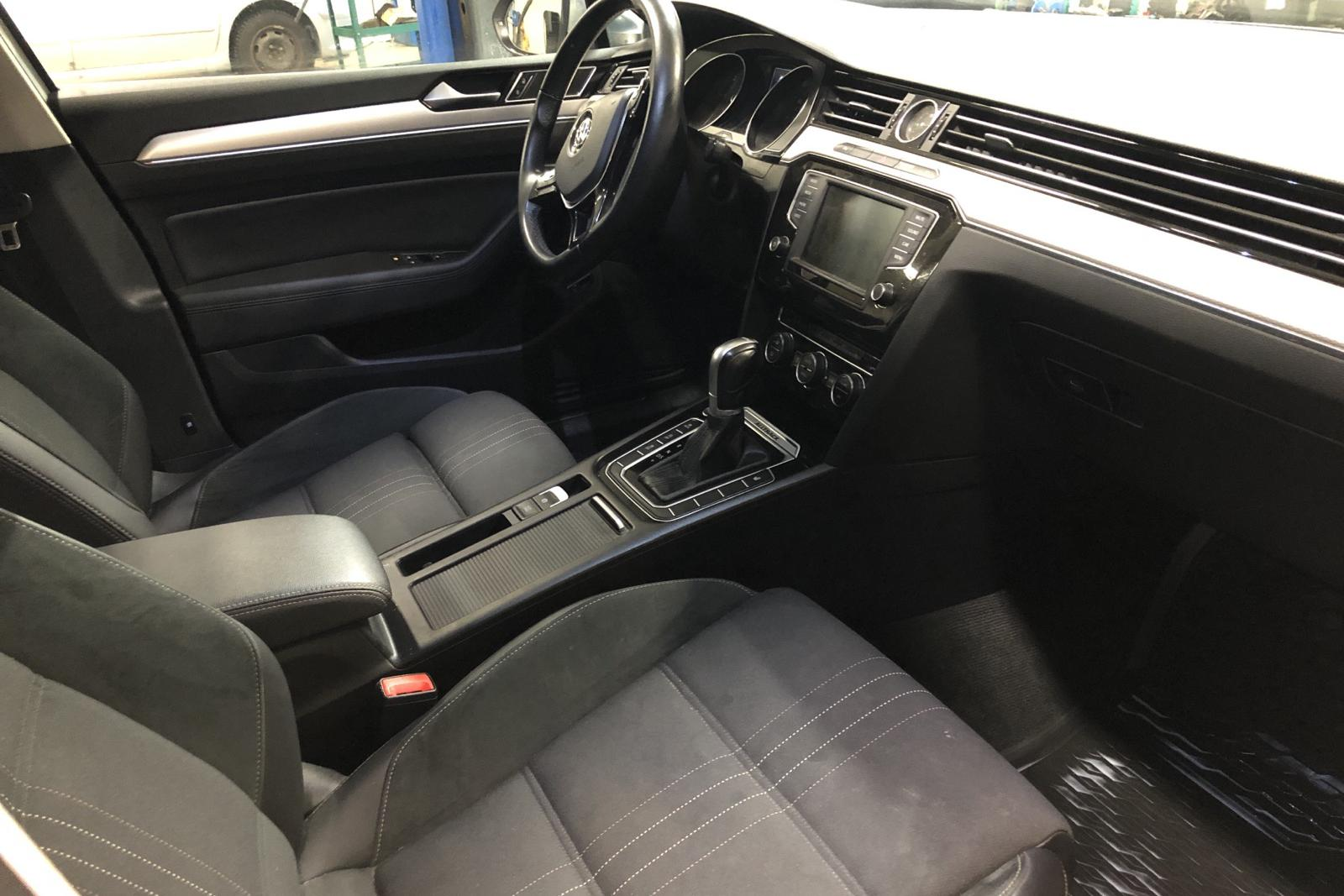 VW Passat Alltrack 2.0 TDI Sportscombi 4MOTION (190hk) - 14 427 mil - Automat - vit - 2017