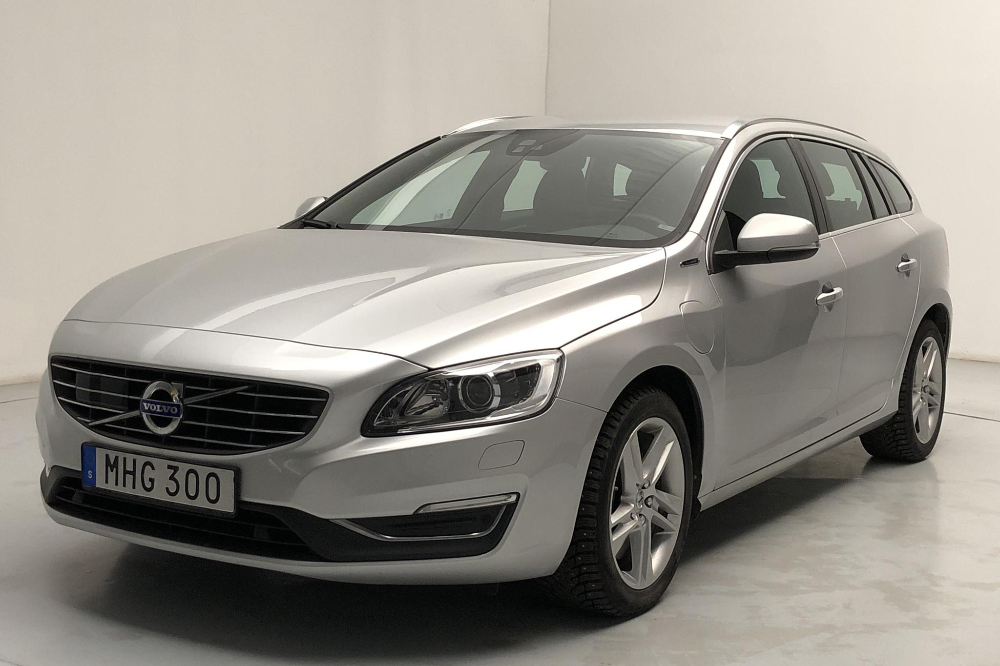 Volvo V60 D5 AWD Twin Engine (163hk) - 8 699 mil - Automat - silver - 2018