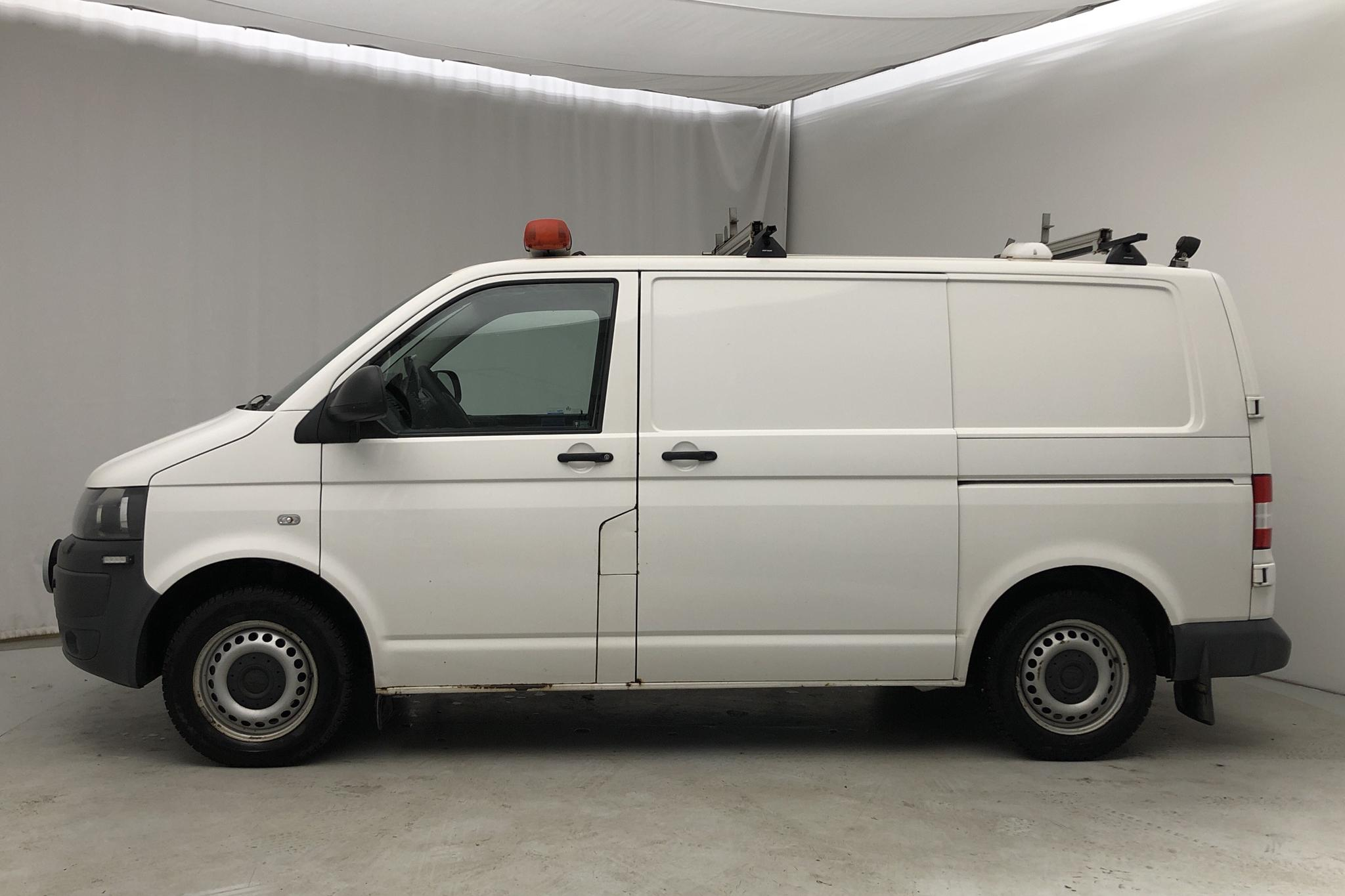 VW Transporter T5 2.0 TDI (140hk) - 143 040 km - Automatic - white - 2012