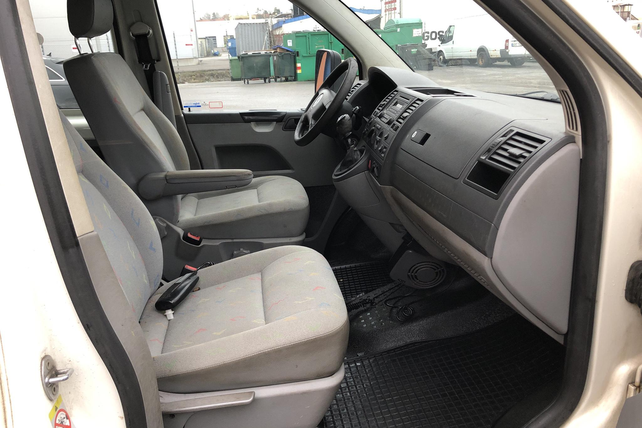 VW Transporter T5 2.5 TDI Pickup 4-motion (130hk) - 136 310 km - Manual - 2007