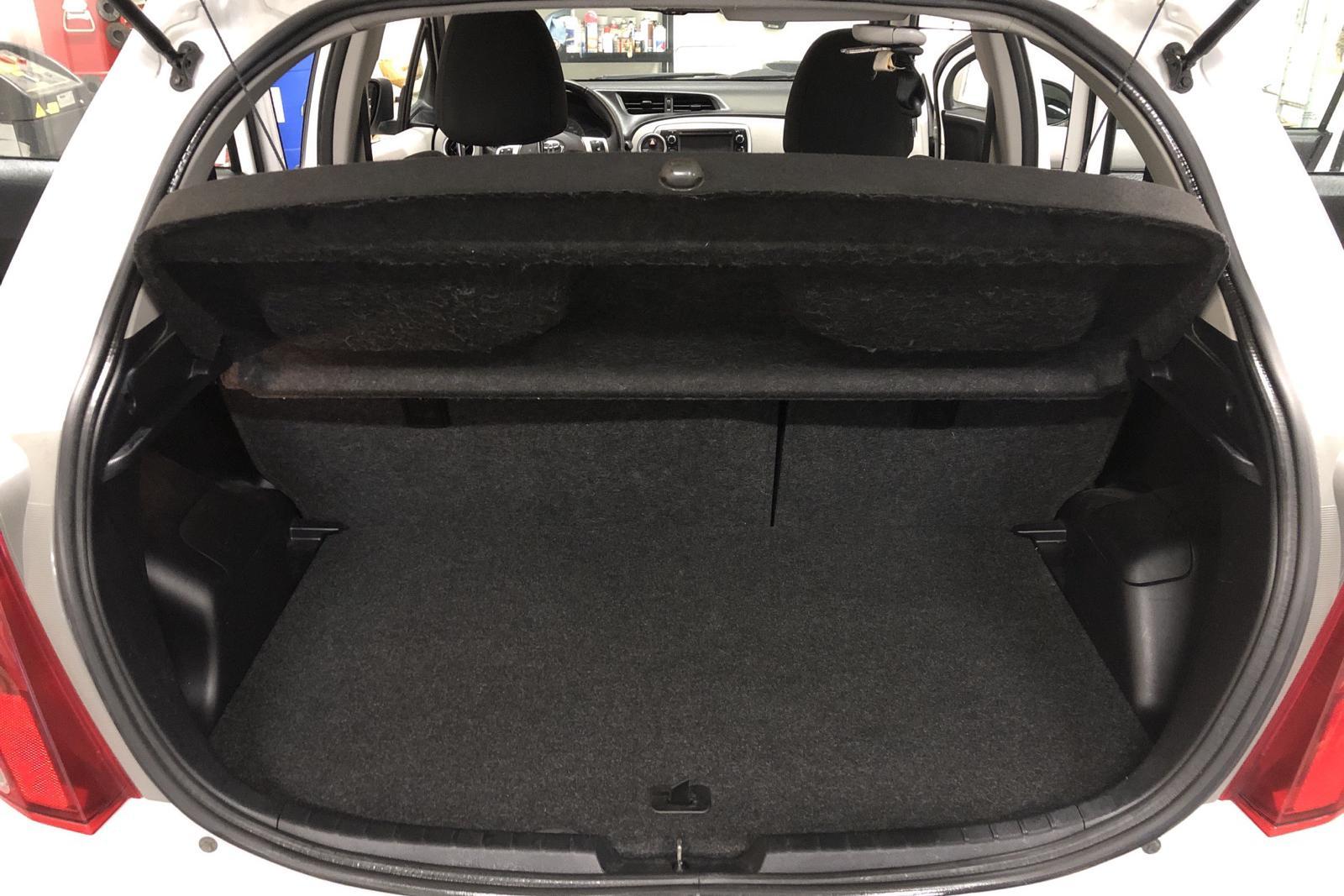 Toyota Yaris 1.33 5dr (100hk) - 102 930 km - Manual - white - 2012