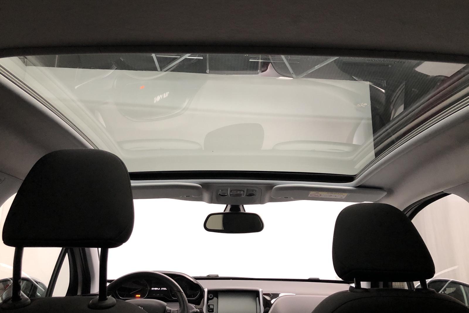 Peugeot 208 PureTech 5dr (82hk) - 5 488 mil - Manuell - vit - 2016