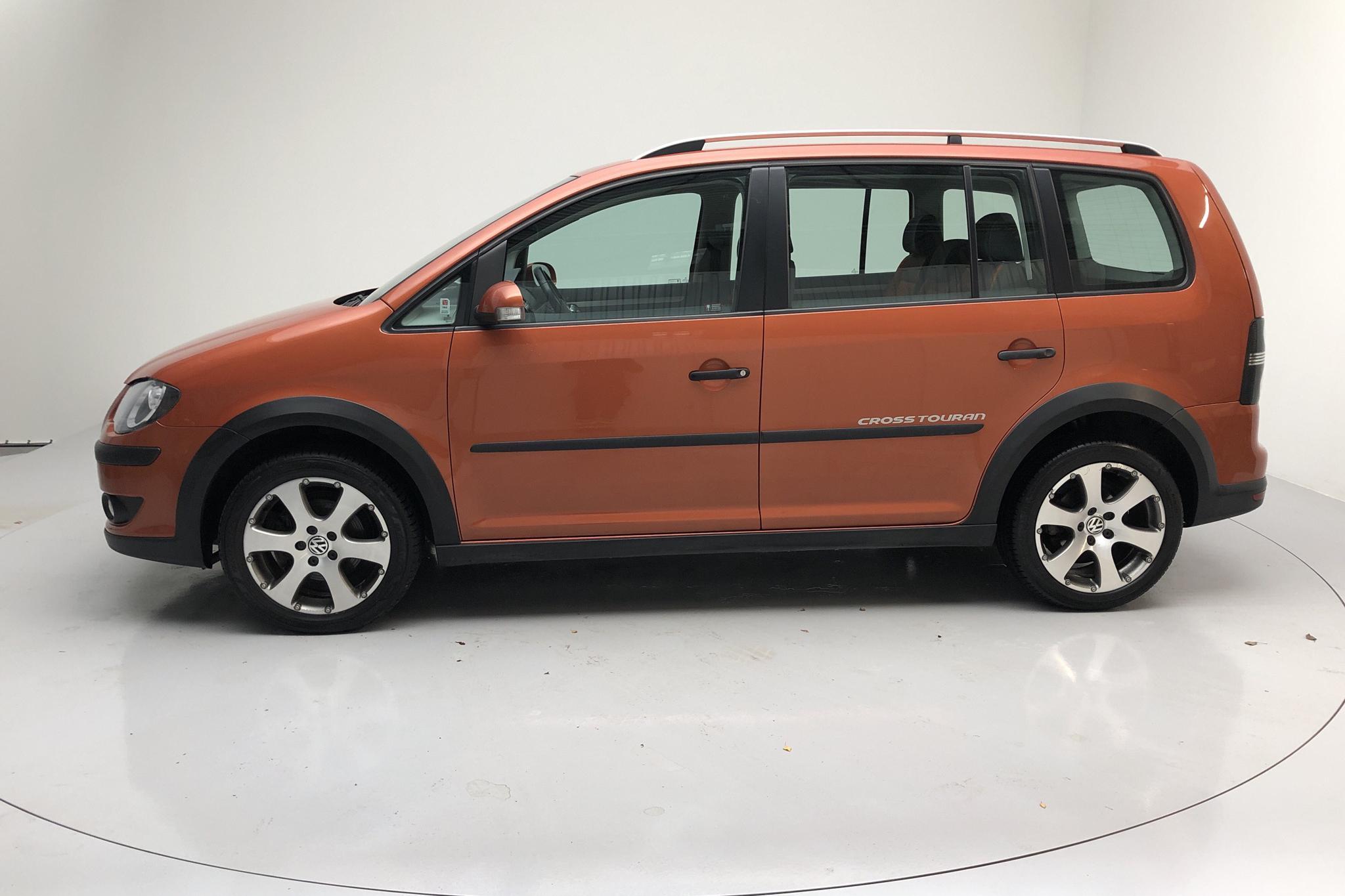 VW CrossTouran 1.4 TSI (140hk) - 12 849 mil - Manuell - brun - 2008