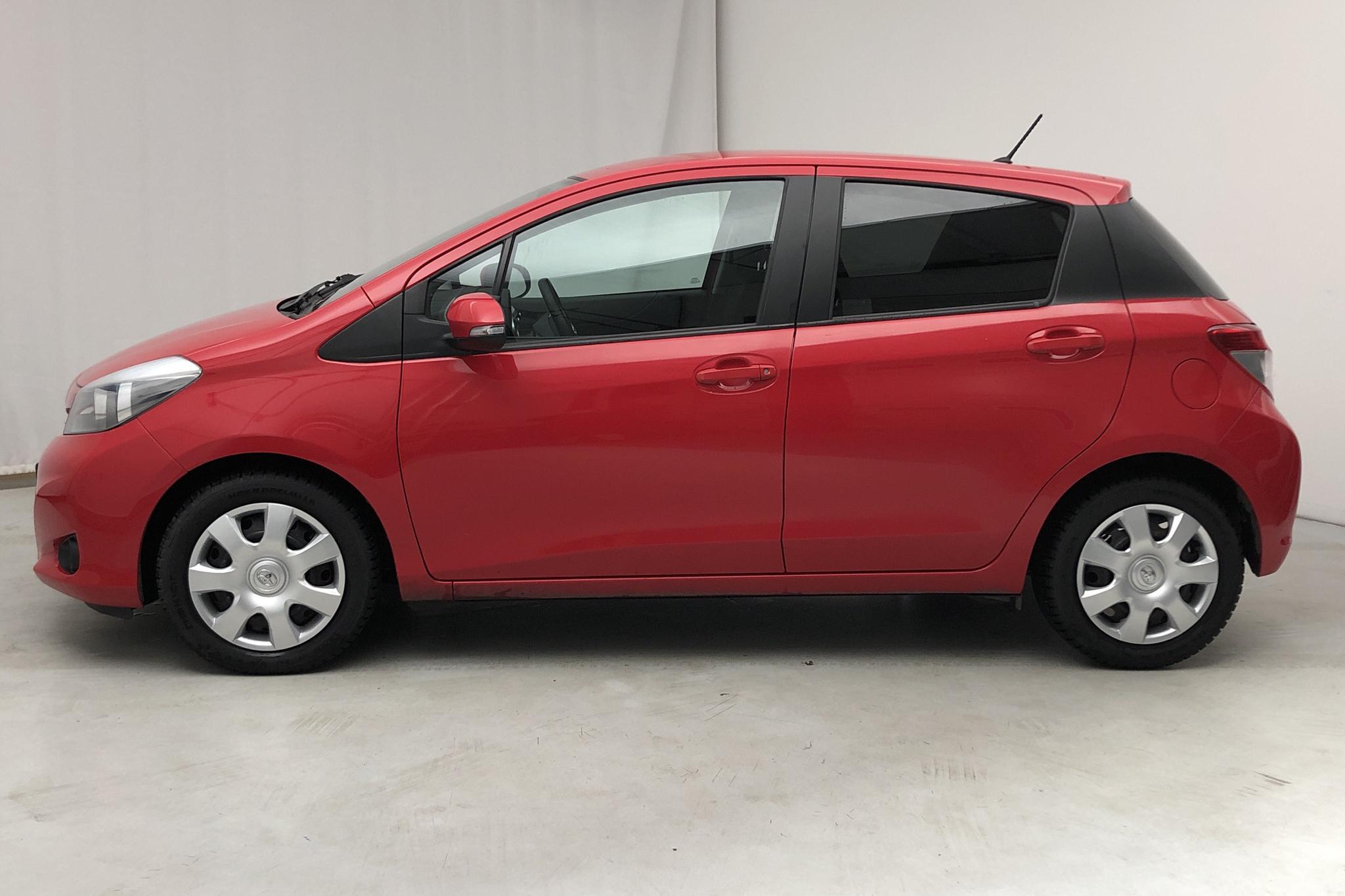 Toyota Yaris 1.33 5dr (100hk) - 8 743 mil - Manuell - röd - 2014