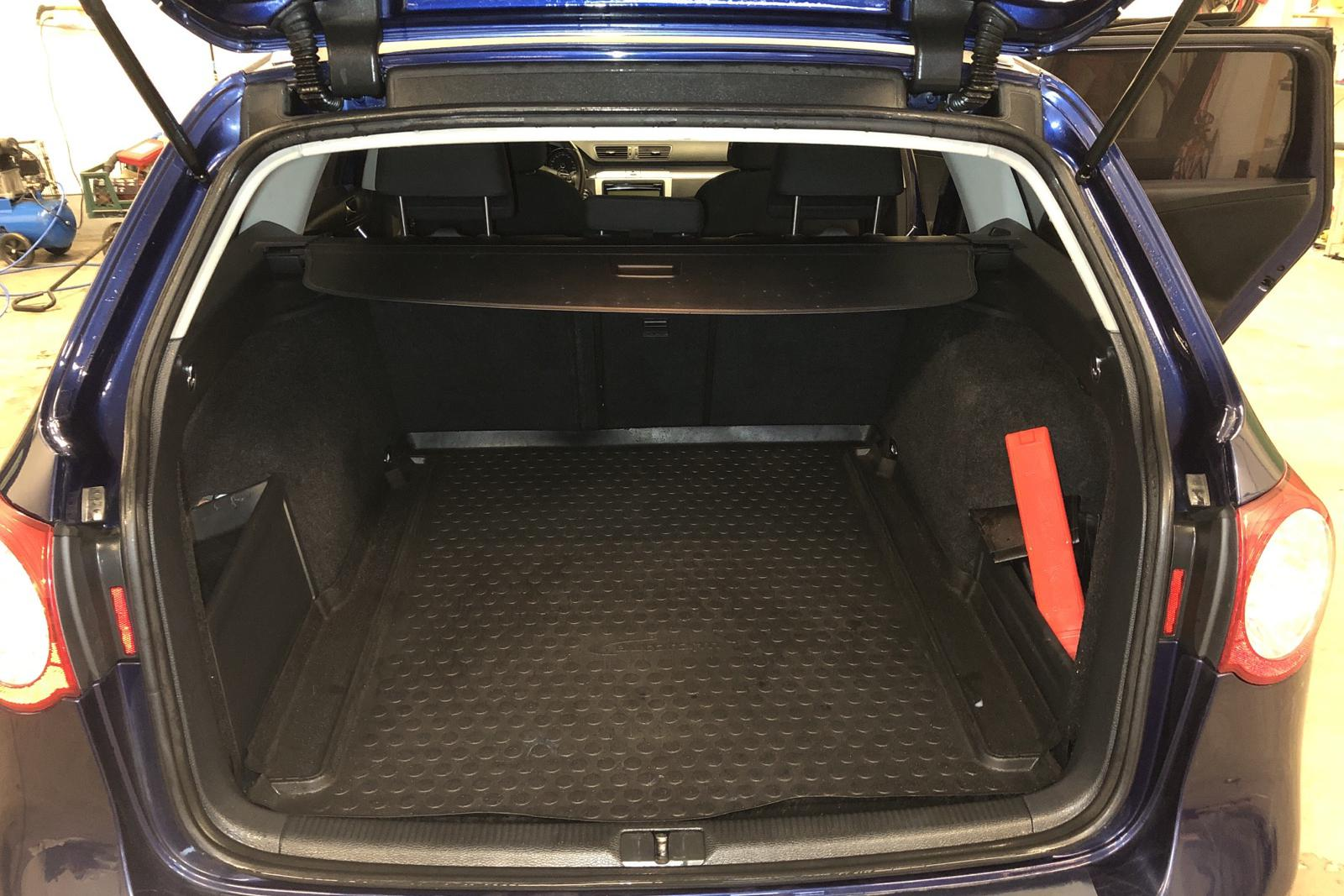 VW Passat 1.4 TSI EcoFuel Variant (150hk) - 157 740 km - Manual - Dark Blue - 2010