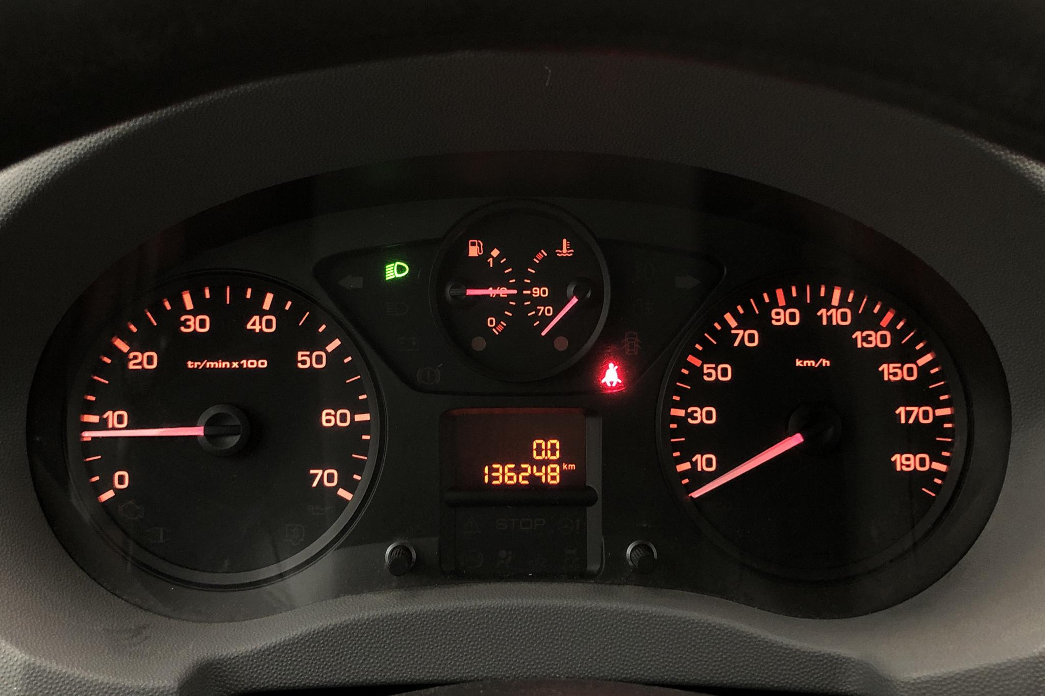 Citroen Jumpy III 2.0 HDI Skåp (128hk) - 136 240 km - Manual - Dark Red - 2013
