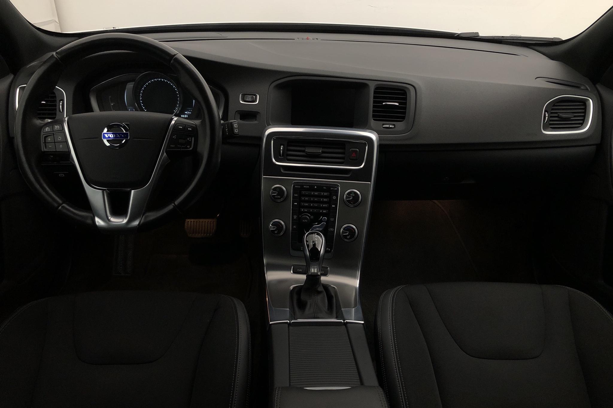 Volvo V60 D5 AWD Twin Engine (163hk) - 7 501 mil - Automat - vit - 2016