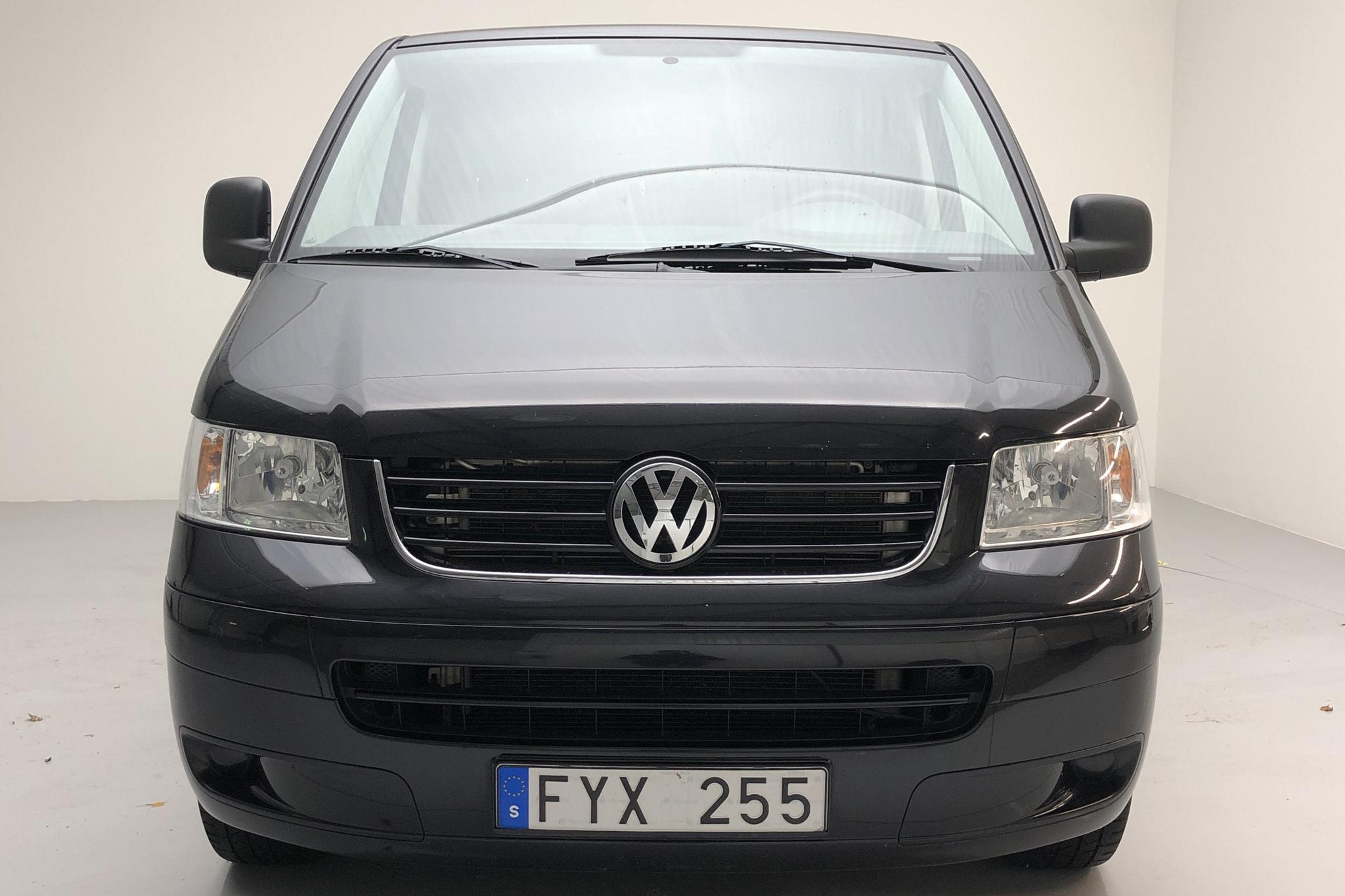 VW Transporter T5 2.5 TDI (130hk) - 129 720 km - Manual - black - 2008