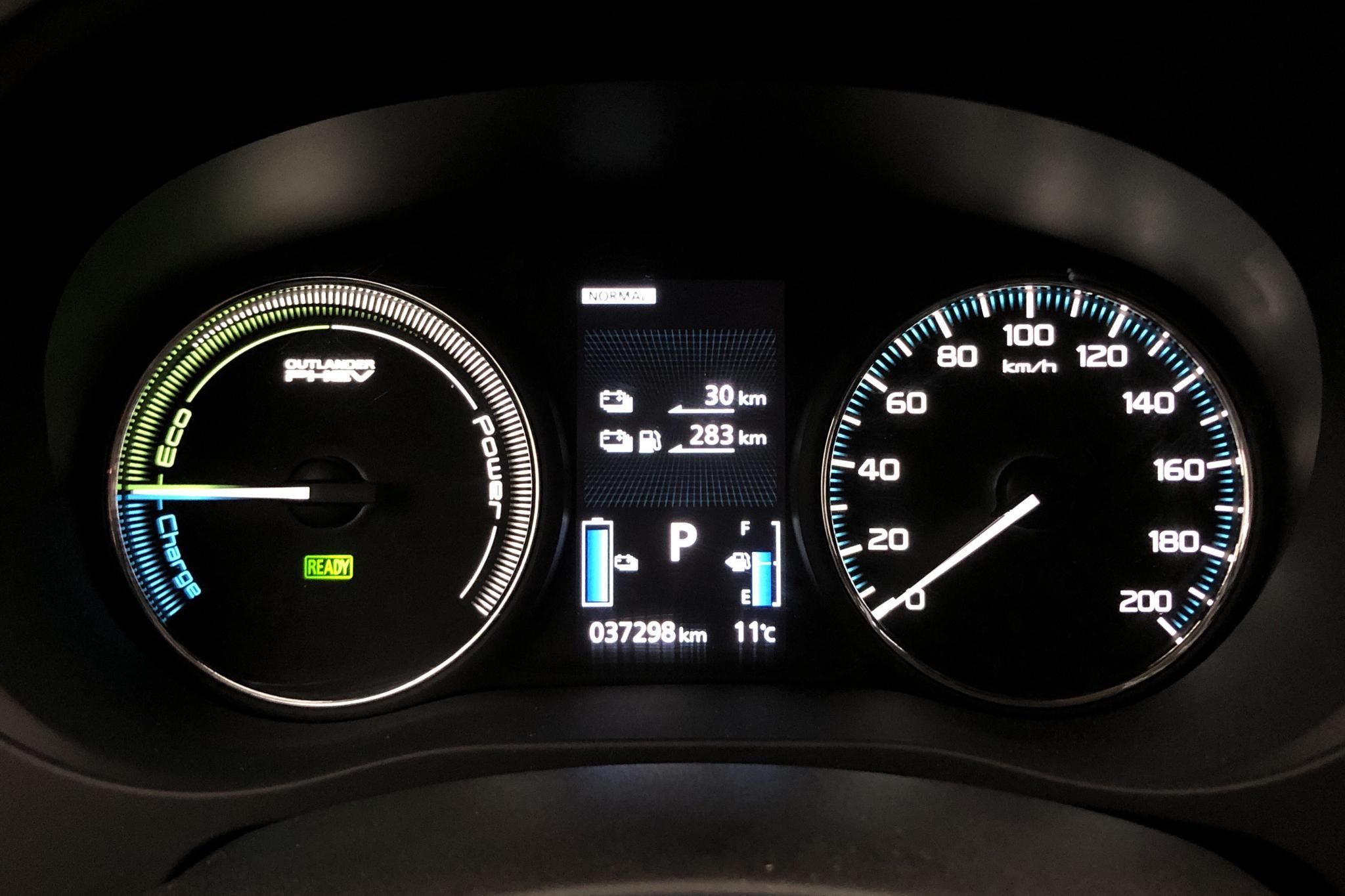 Mitsubishi Outlander 2.0 Plug-in Hybrid 4WD (121hk) - 3 729 mil - Automat - vit - 2017