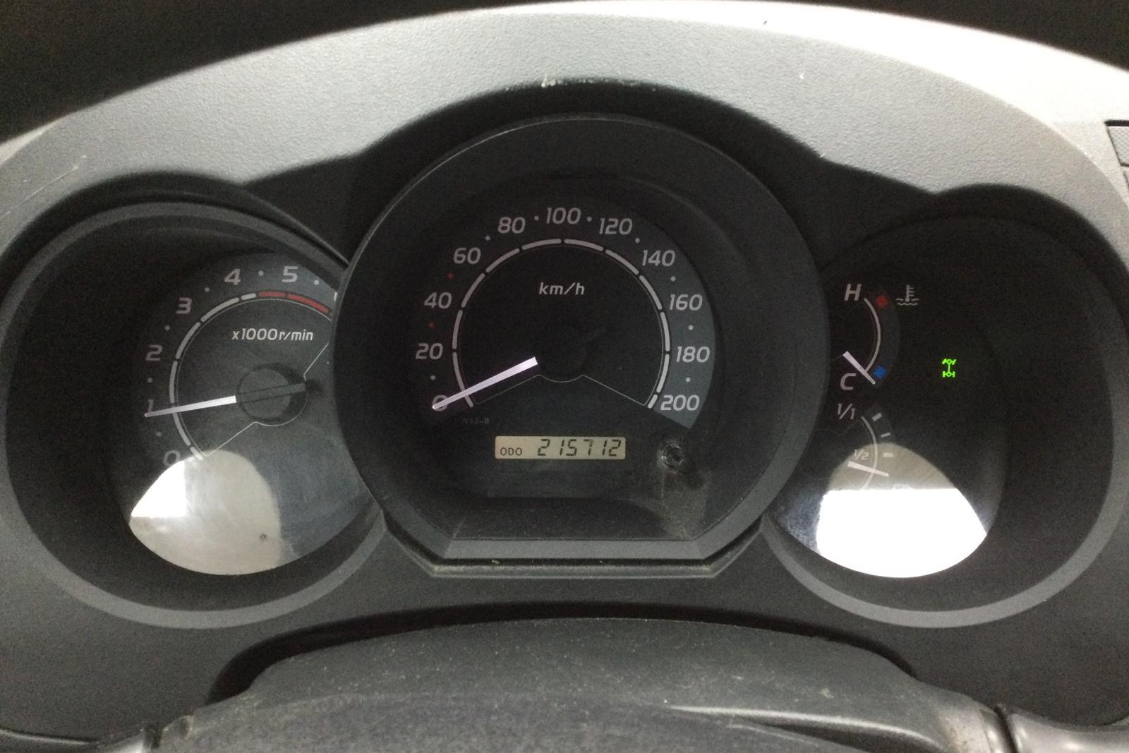 Toyota Hilux 2.5 D-4D 4WD (144hk) - 215 710 km - Manual - white - 2011