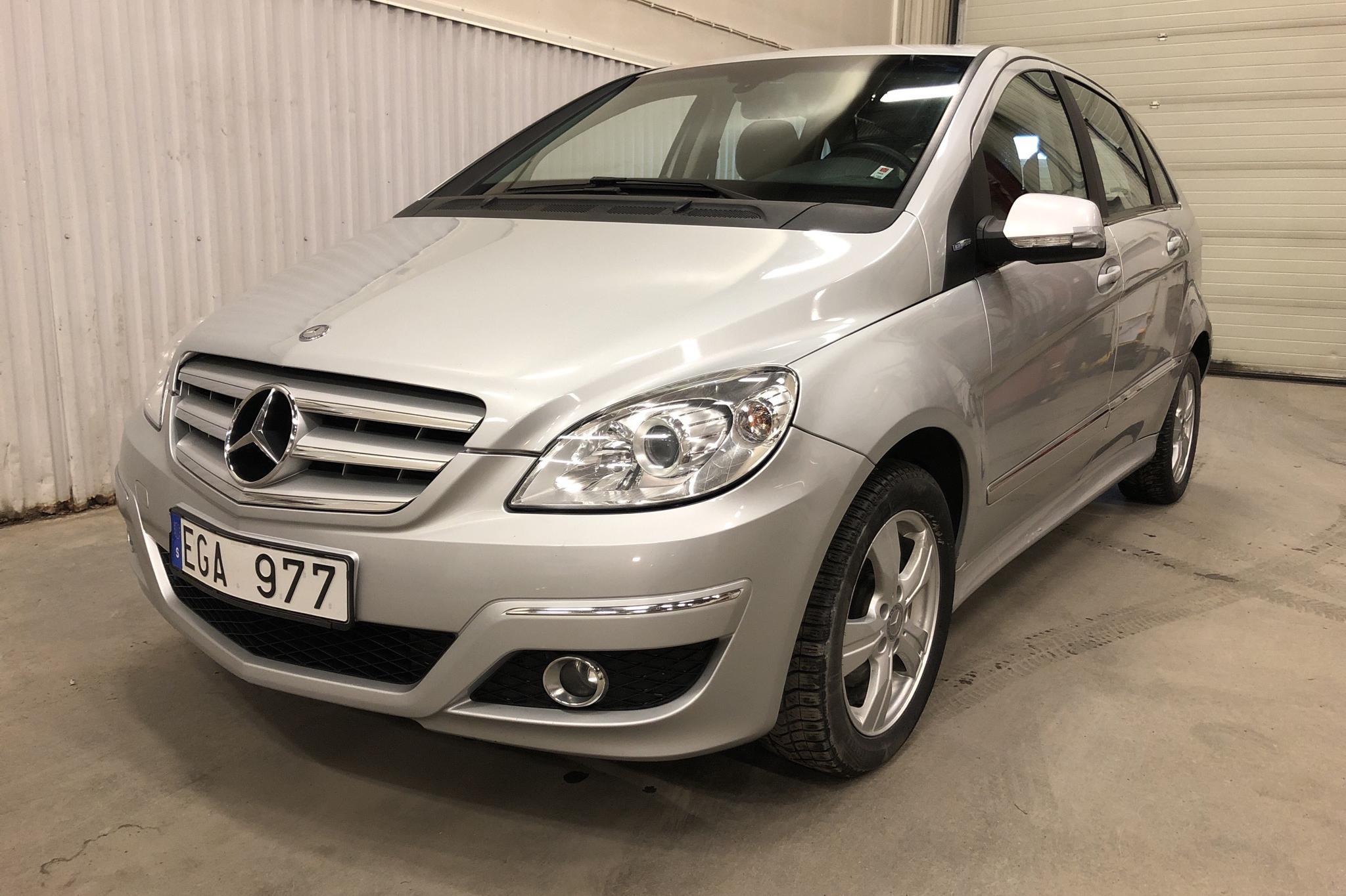 Mercedes B 180 NGT BlueEfficiency (116hk) - 15 338 mil - Automat - silver - 2010