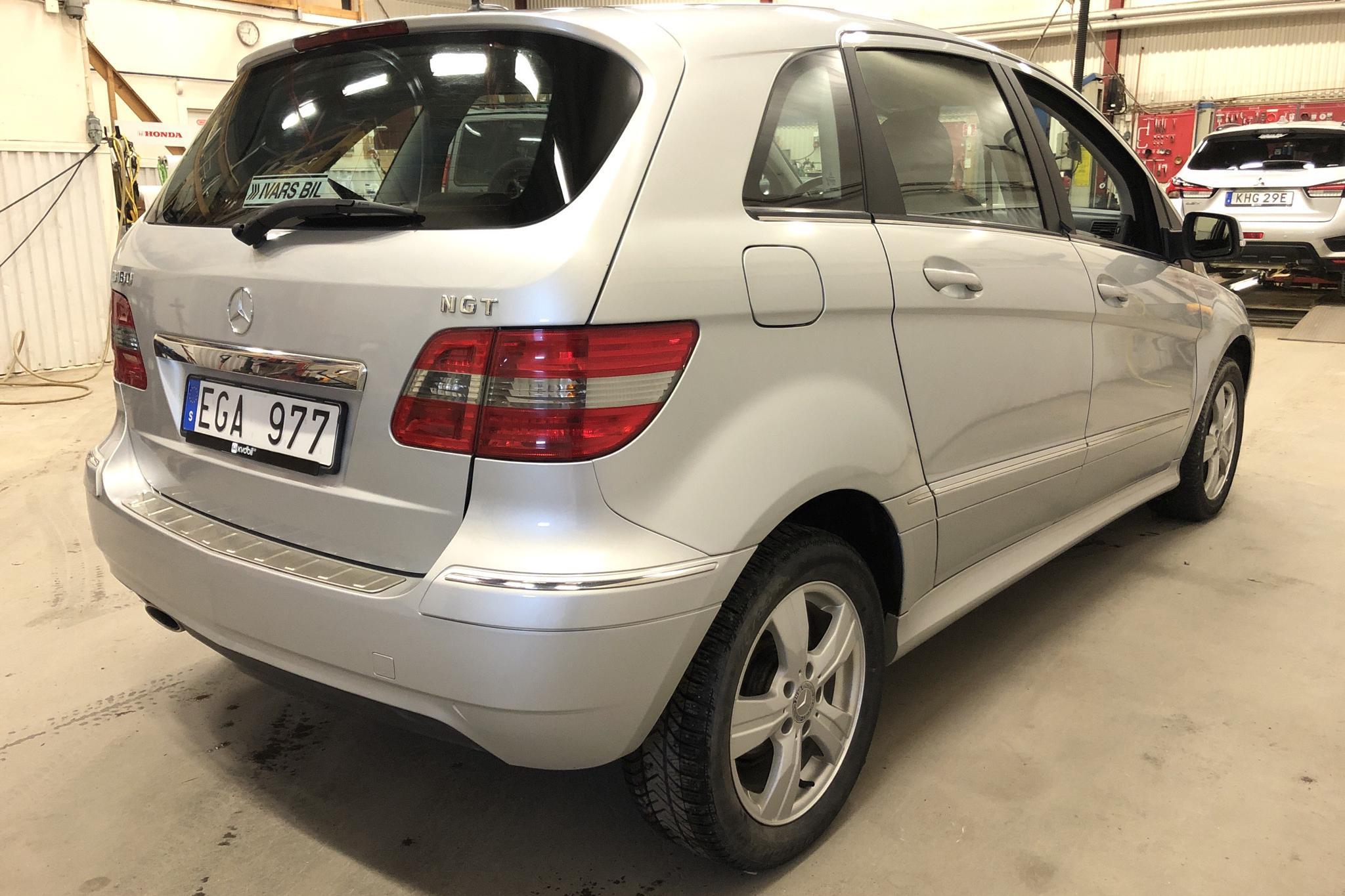 Mercedes B 180 NGT BlueEfficiency (116hk) - 153 380 km - Automatic - silver - 2010