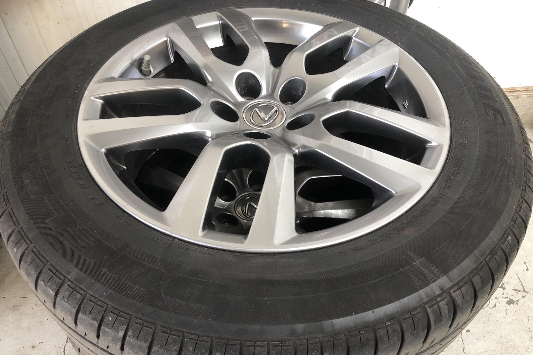 Lexus NX 300h AWD (181hk) - 4 551 mil - Automat - vit - 2017