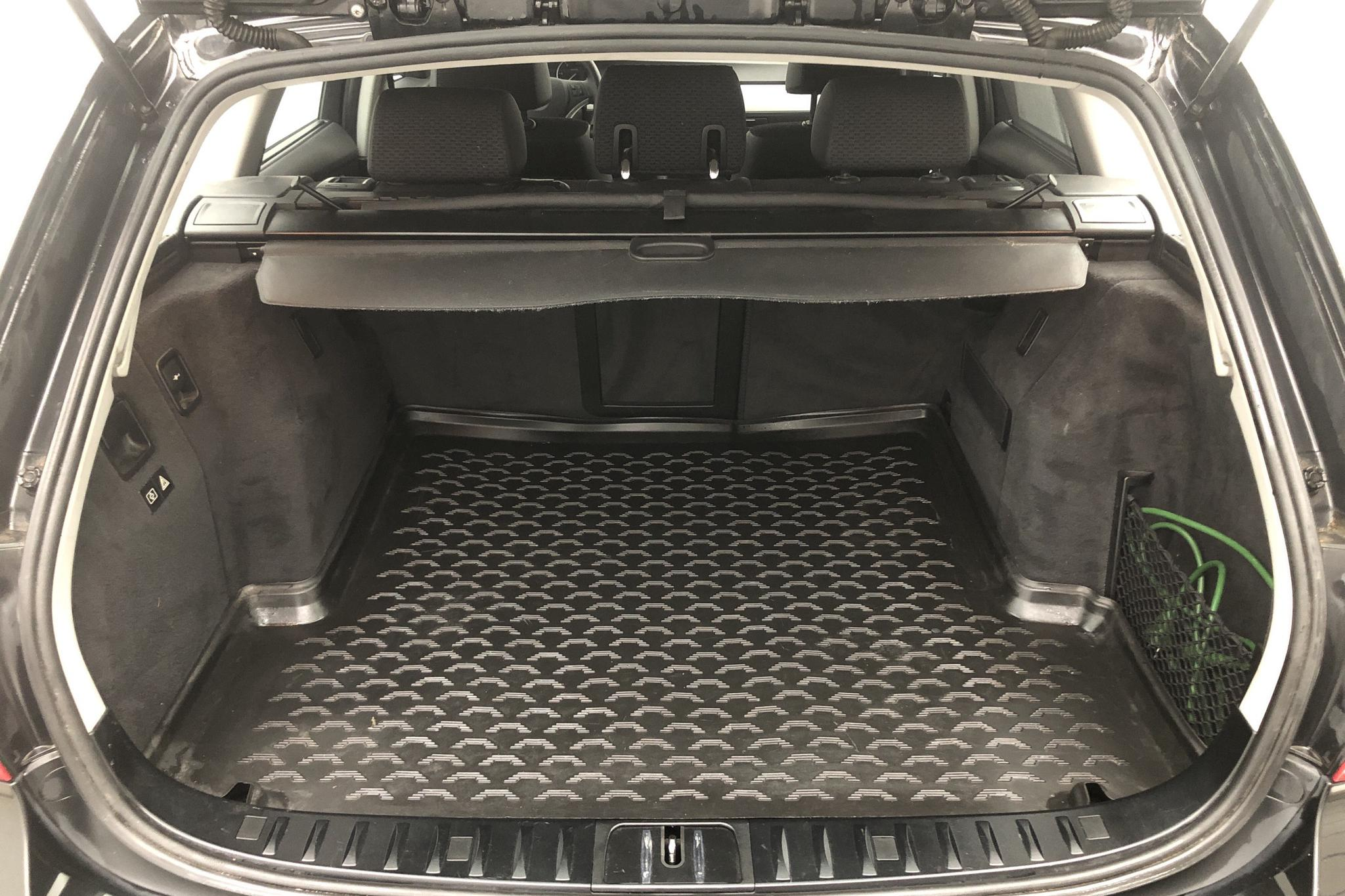 BMW 318d Touring, E91 (143hk) - 6 589 mil - Manuell - svart - 2011