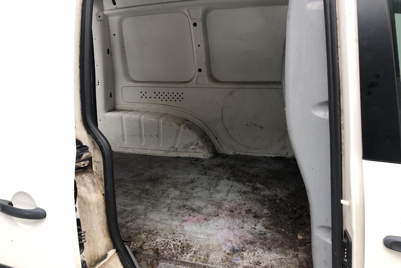 VW Caddy 1.9 TDI Skåp 4motion (105hk) - 189 110 km - Manual - white - 2010