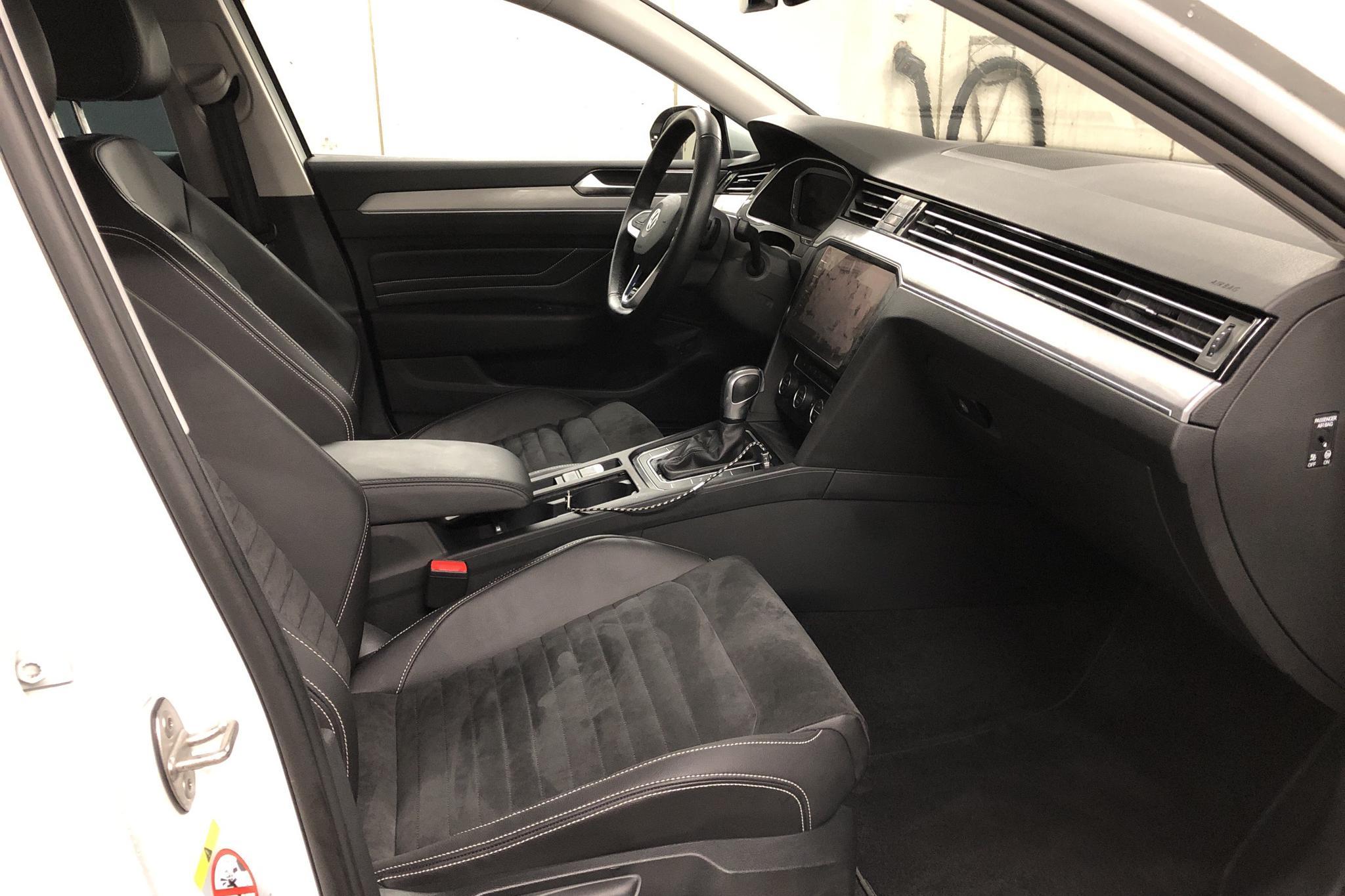 VW Passat 1.4 Plug-in-Hybrid Sportscombi (218hk) - 2 440 mil - Automat - vit - 2020