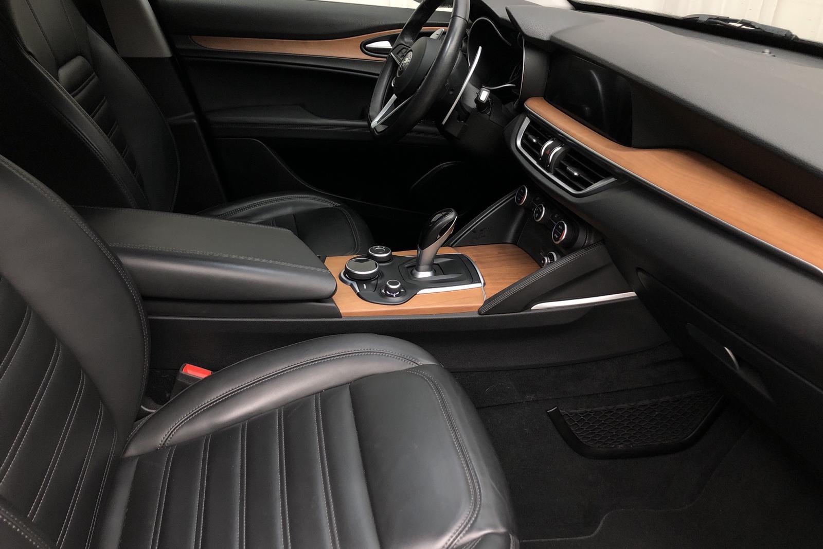 Alfa Romeo Stelvio 2.0 AWD (280hk) - 78 860 km - Automatic - gray - 2017