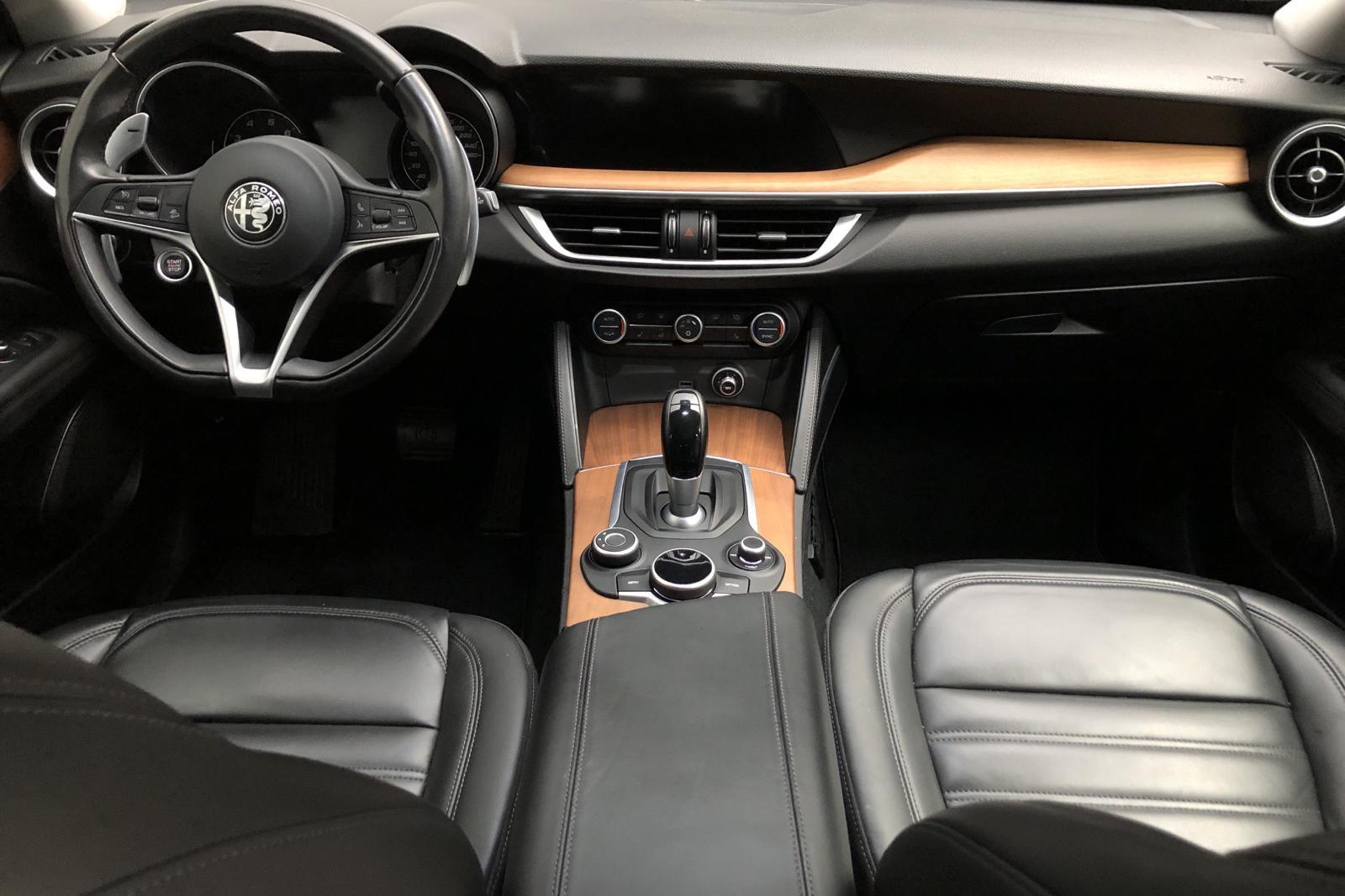 Alfa Romeo Stelvio 2.0 AWD (280hk) - 7 886 mil - Automat - grå - 2017