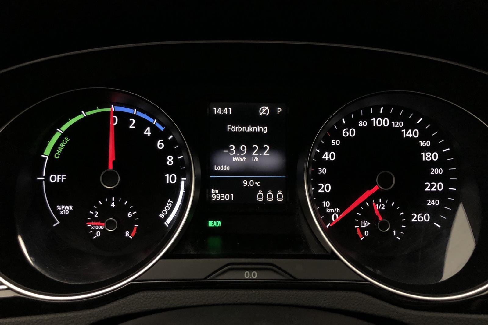VW Passat GTE 1.4  Plug-in-Hybrid Sportscombi (218hk) - 99 290 km - Automatic - white - 2018