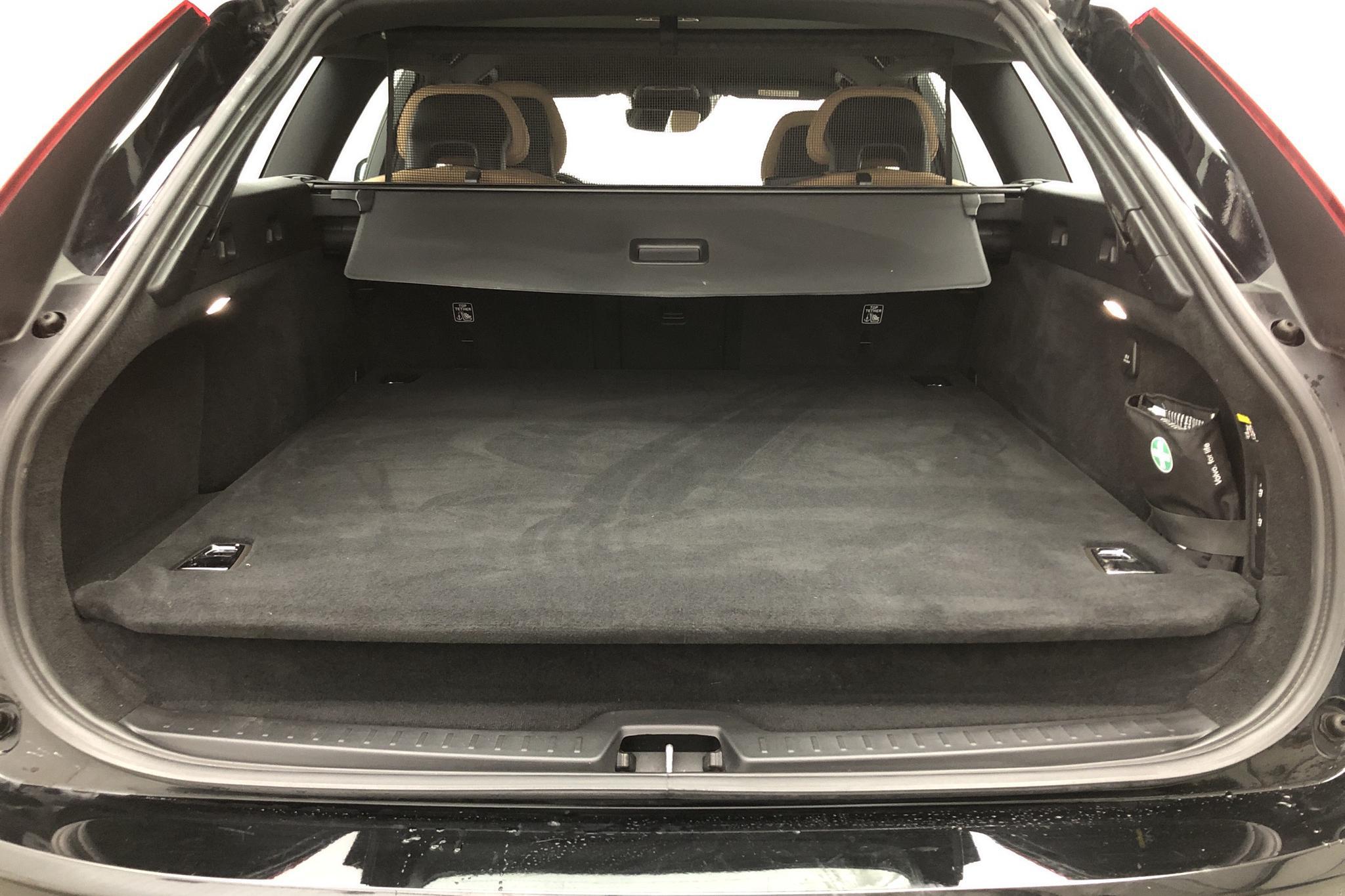 Volvo V90 T5 (254hk) - 37 120 km - Automatic - black - 2018