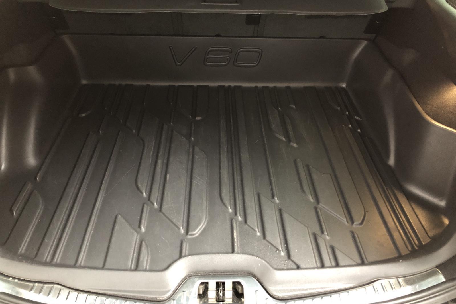 Volvo V60 D4 (190hk) - 3 710 mil - Automat - Dark Blue - 2018