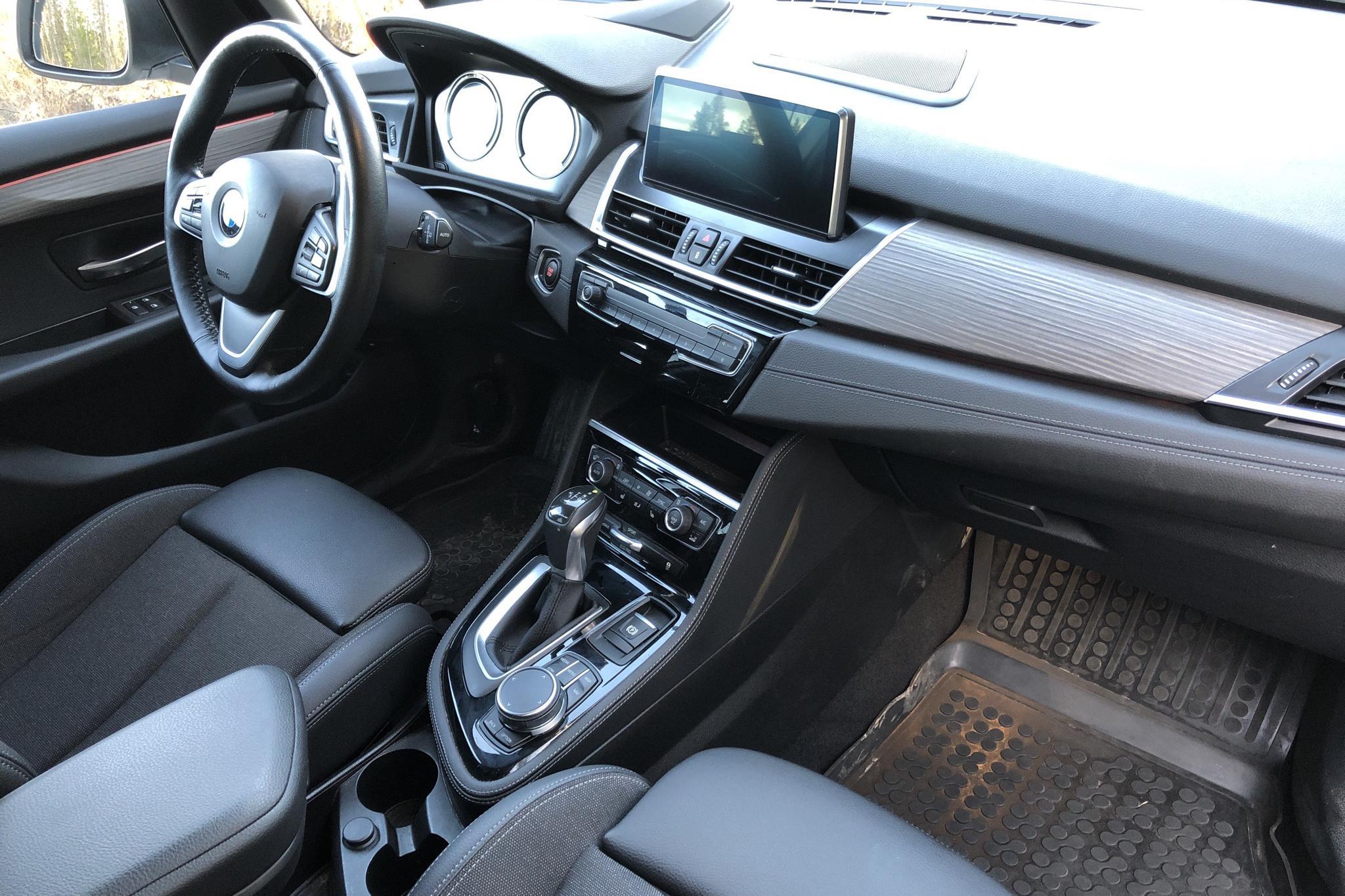 BMW 225xe Active Tourer LCI, F45 (224hk) - 4 391 mil - Automat - silver - 2019
