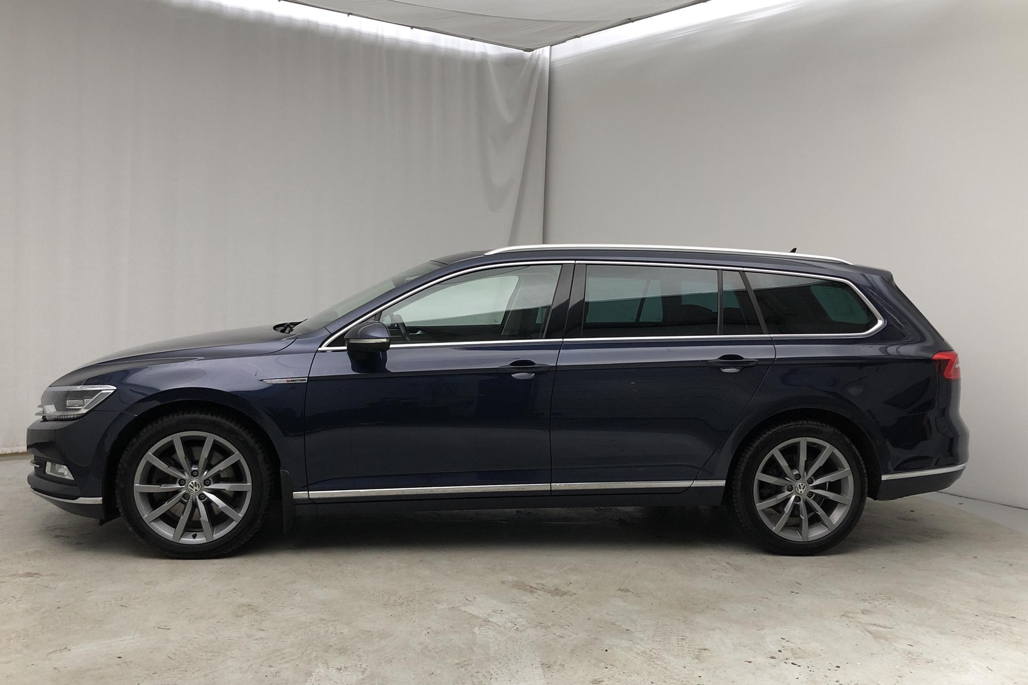 VW Passat 2.0 TDI BiTurbo Sportscombi 4MOTION (240hk) - 82 460 km - Automatic - Dark Blue - 2017