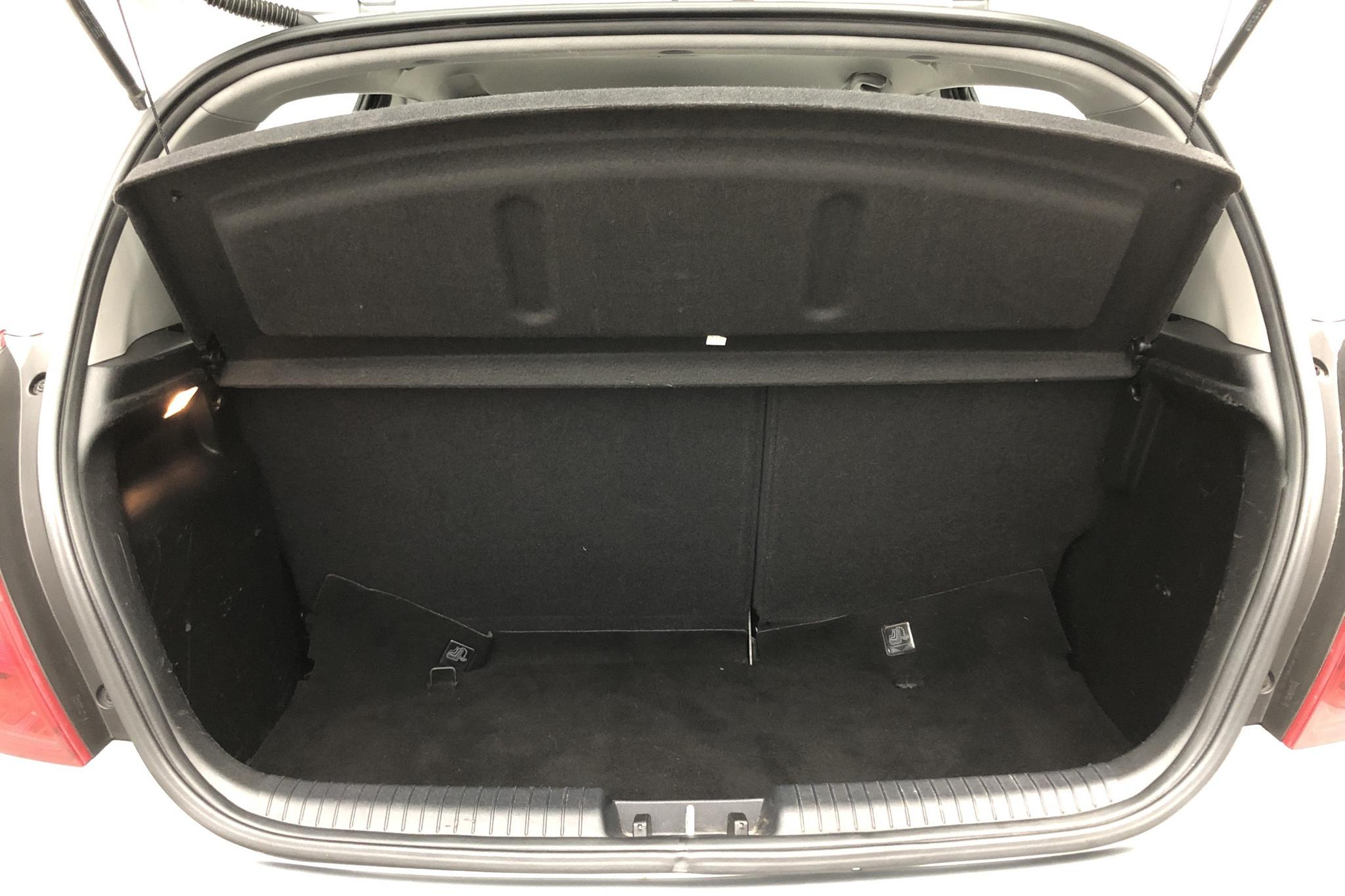 Hyundai i20 1.2 (78hk) - 5 944 mil - Manuell - silver - 2011