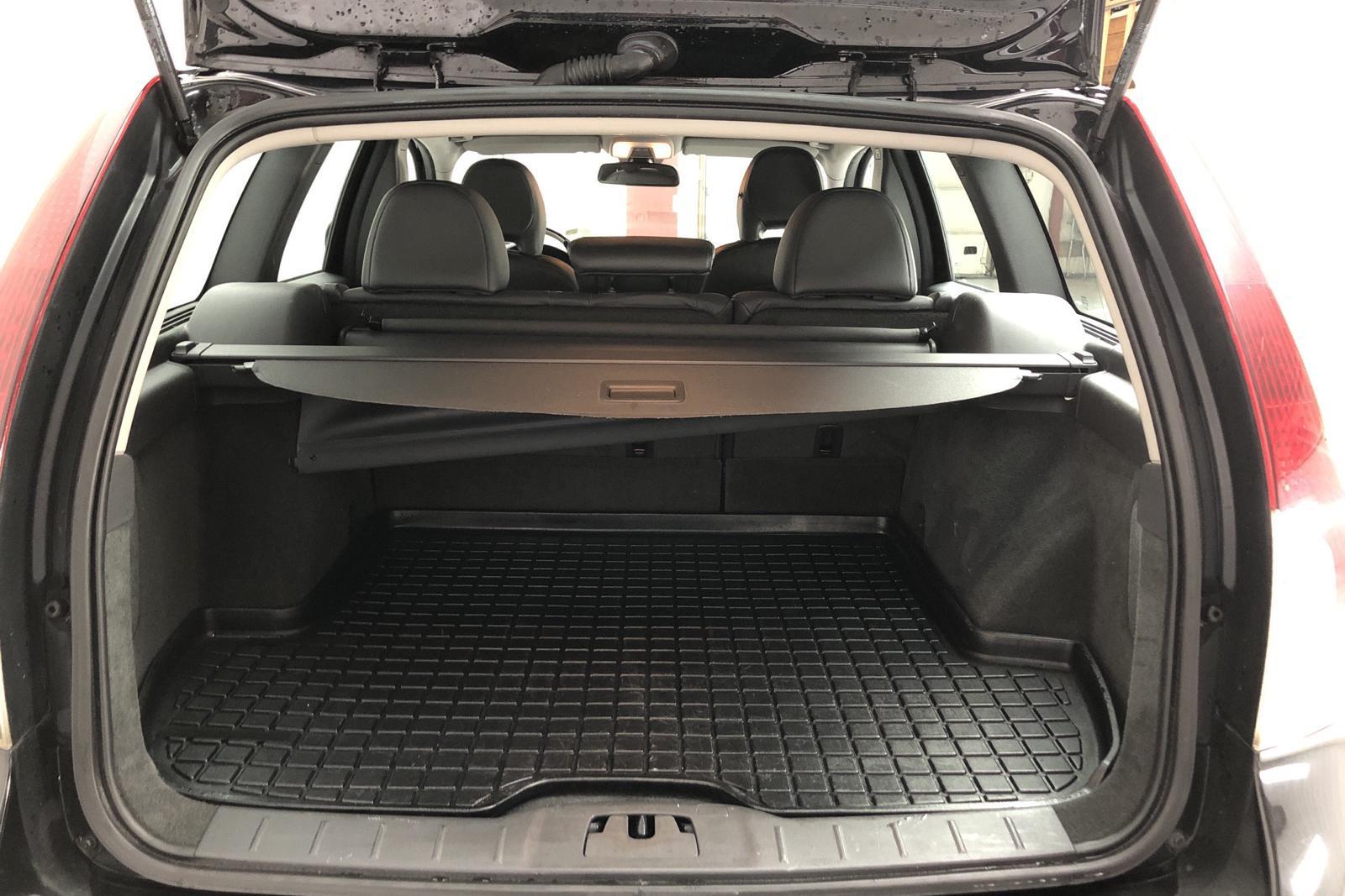 Volvo V50 D2 (115hk) - 13 437 mil - Manuell - svart - 2012