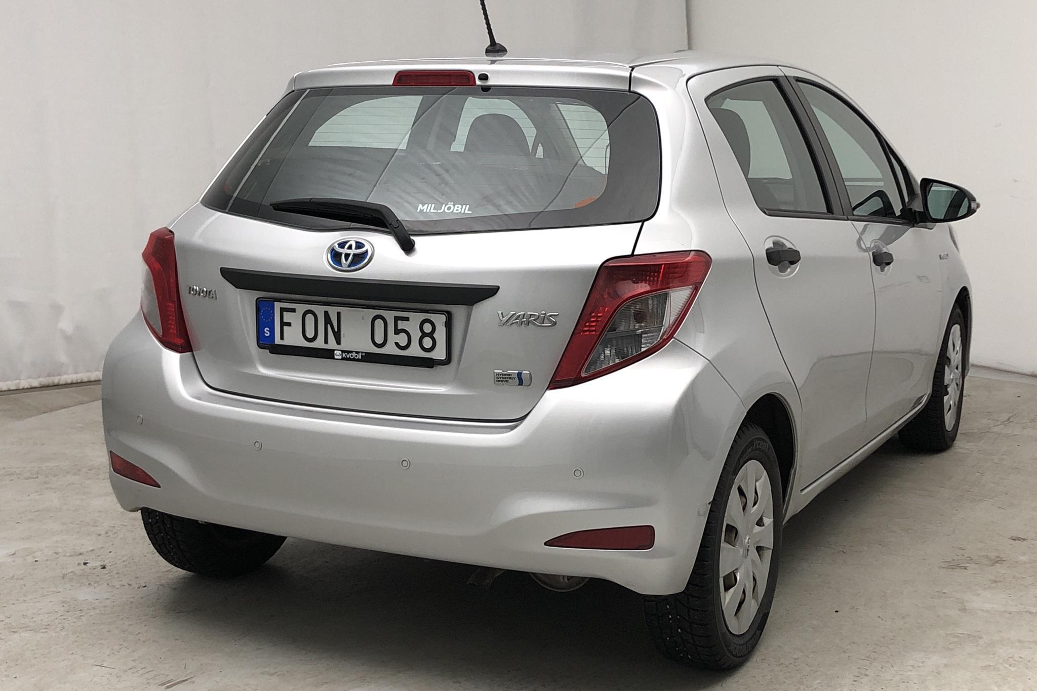 Toyota Yaris 1.5 HSD 5dr (75hk) - 94 340 km - Automatic - silver - 2013