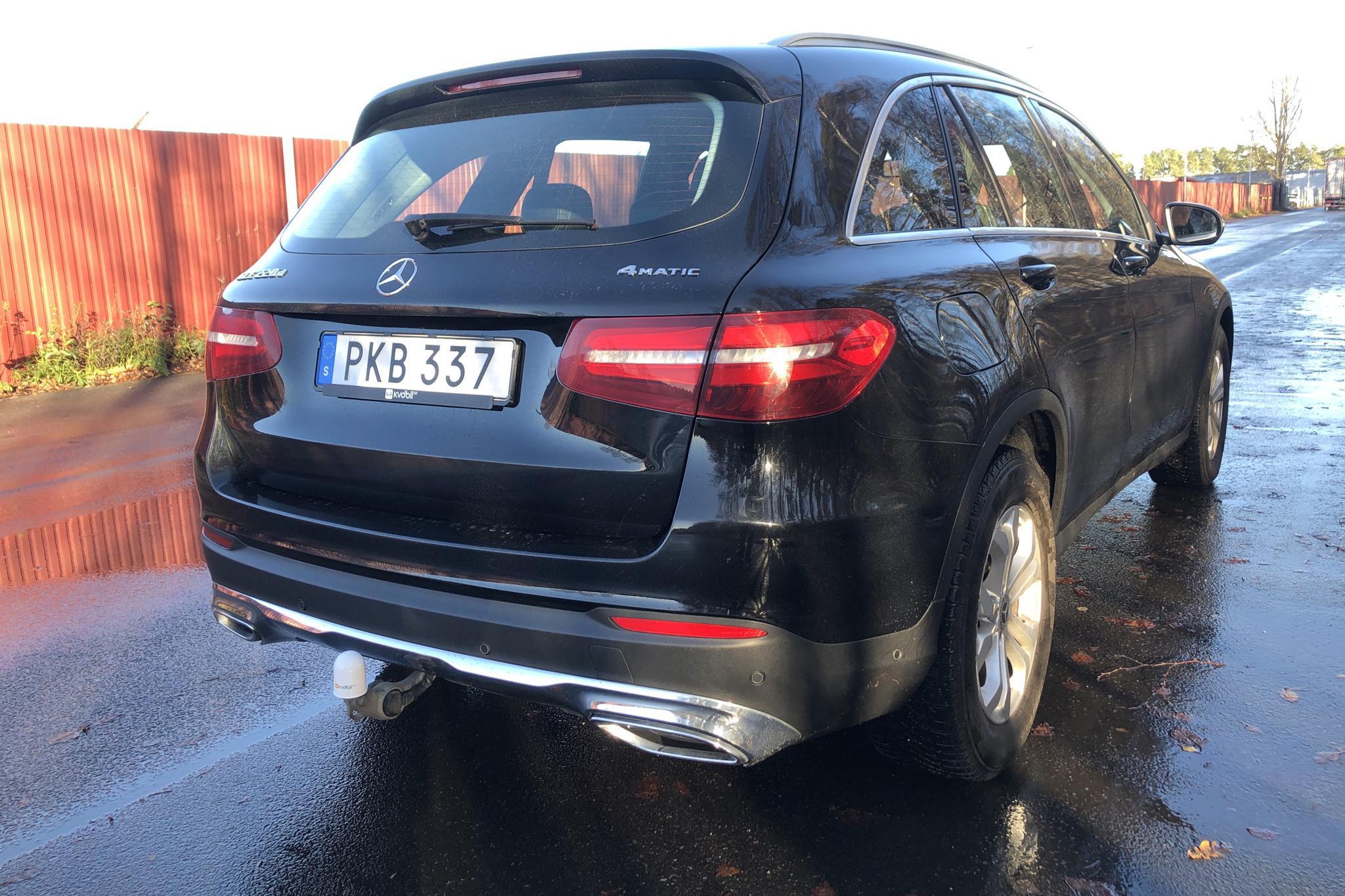 Mercedes GLC 220 d 4MATIC X253 (170hk) - 11 256 mil - Automat - svart - 2017