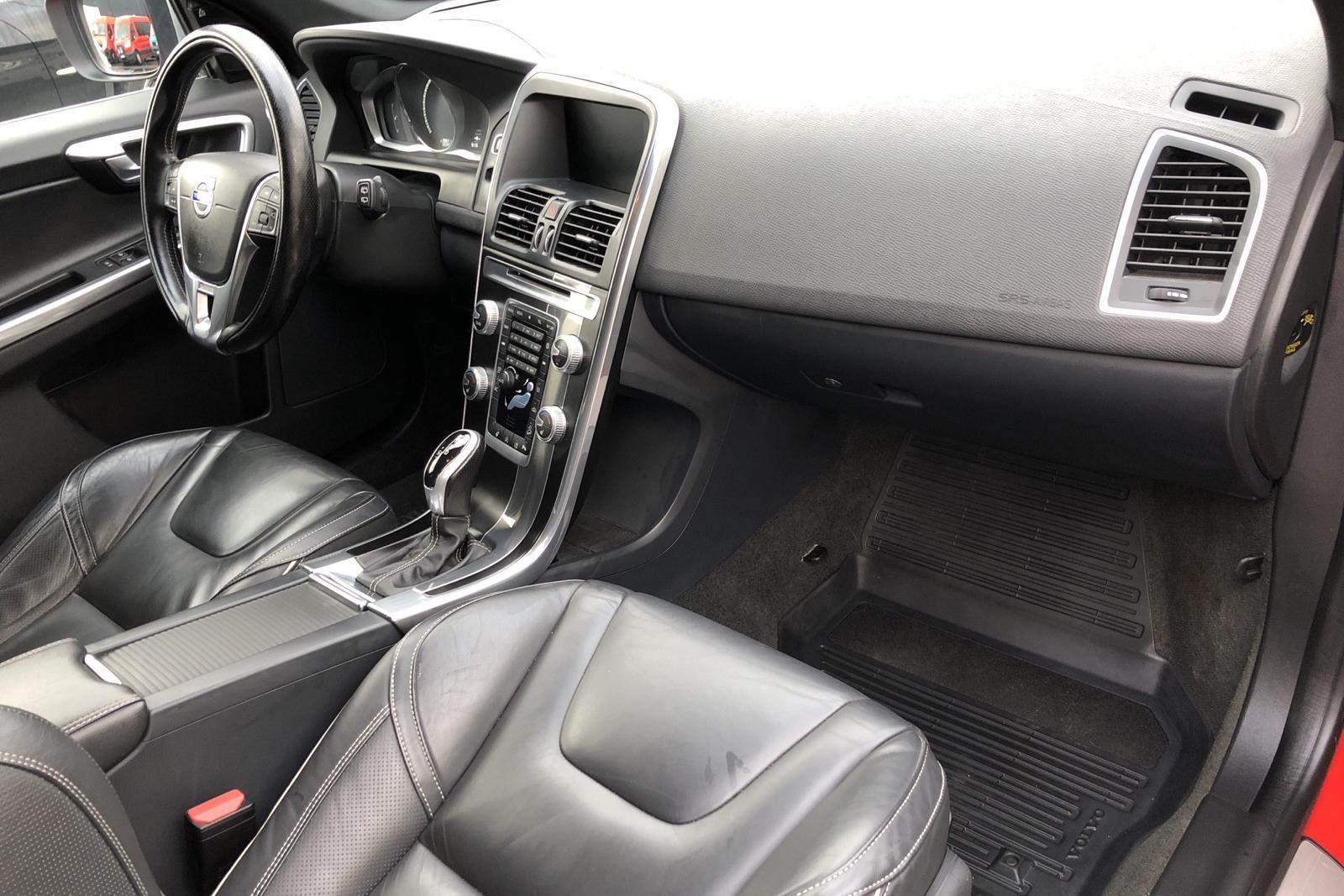 Volvo XC60 D4 AWD (190hk) - 10 768 mil - Automat - röd - 2017