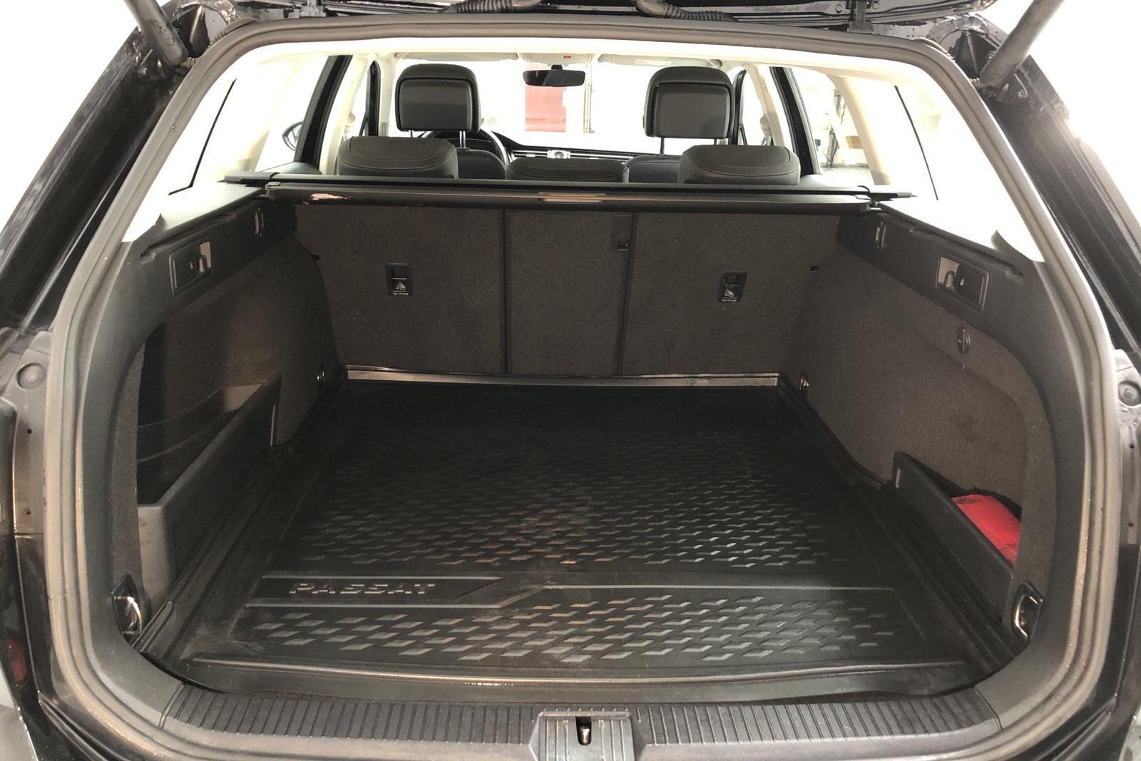VW Passat 1.4 Plug-in-Hybrid Sportscombi (218hk) - 40 540 km - Automatic - black - 2018
