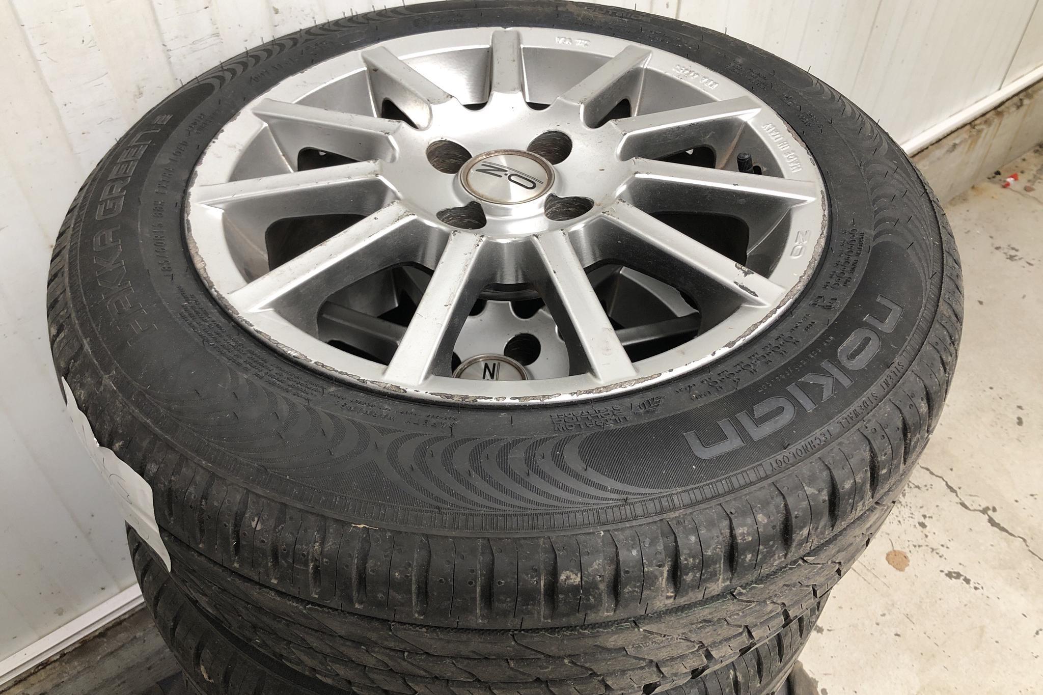 Toyota Yaris 1.3 5dr (87hk) - 5 452 mil - Manuell - grå - 2006