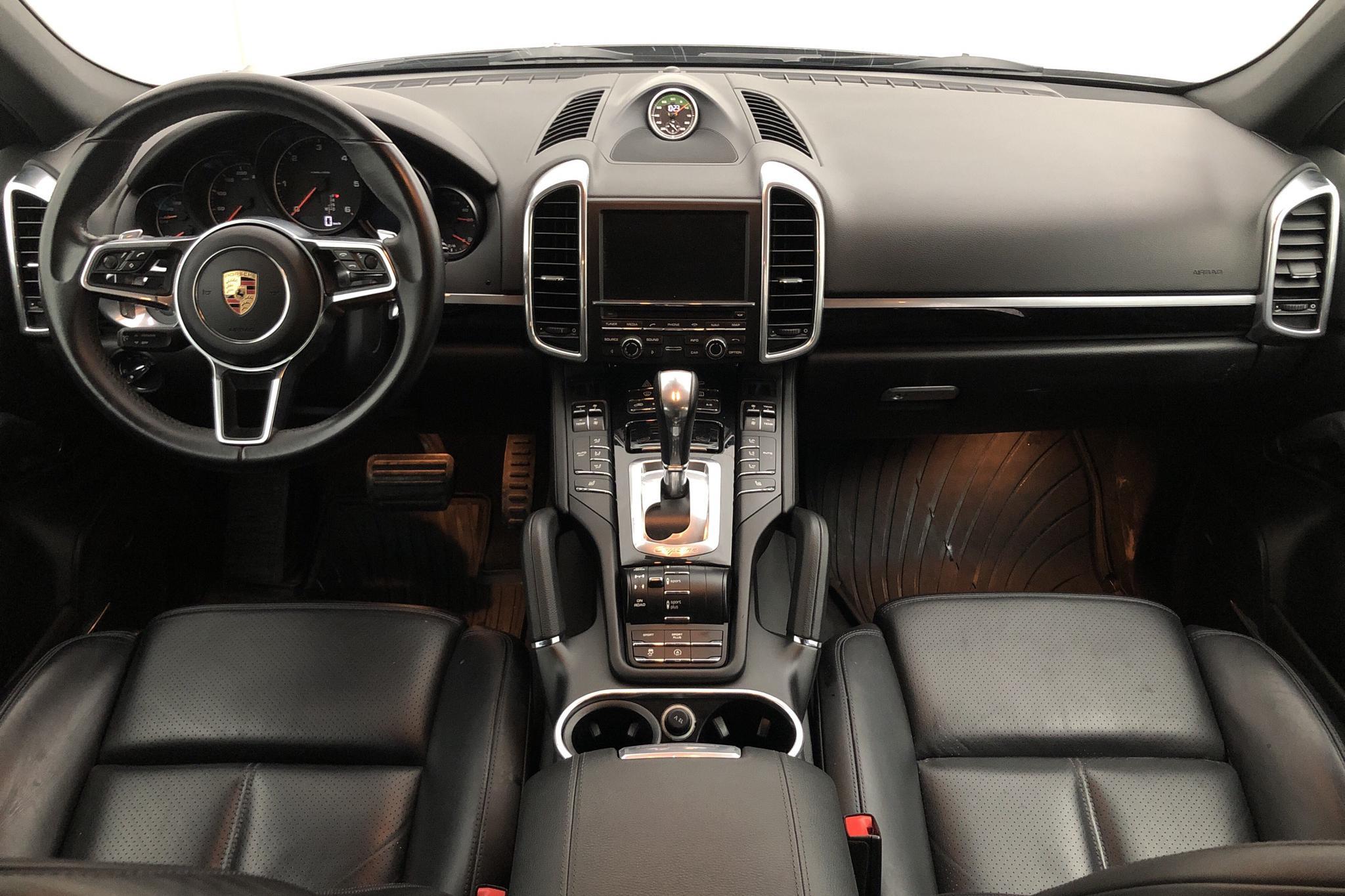 Porsche Cayenne Diesel (262hk) - 10 018 mil - Automat - svart - 2016