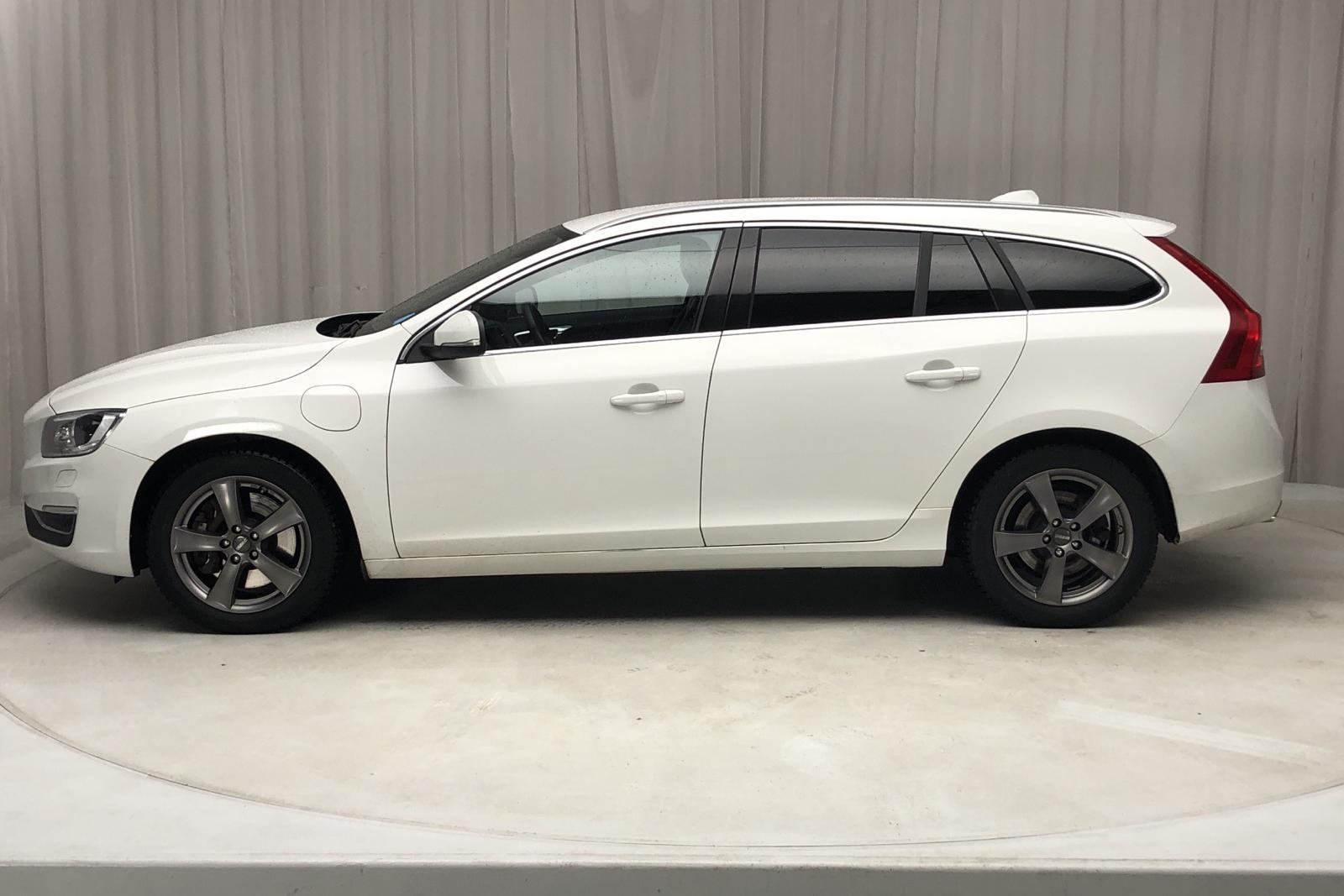 Volvo V60 D5 AWD Twin Engine (163hk) - 125 270 km - Automatic - white - 2018
