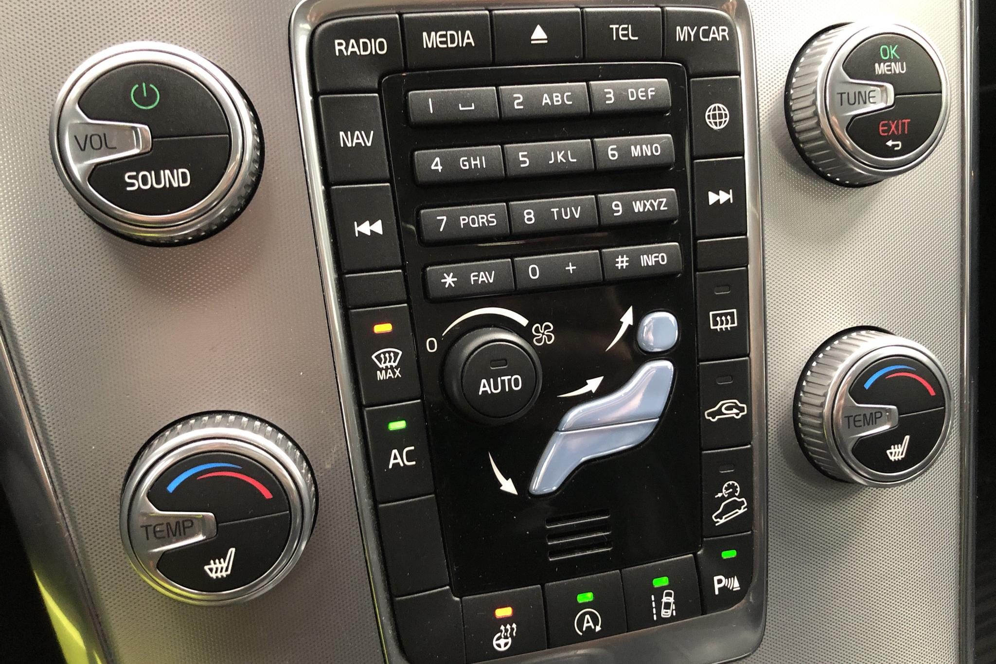 Volvo XC60 D4 AWD (190hk) - 5 452 mil - Automat - grå - 2017