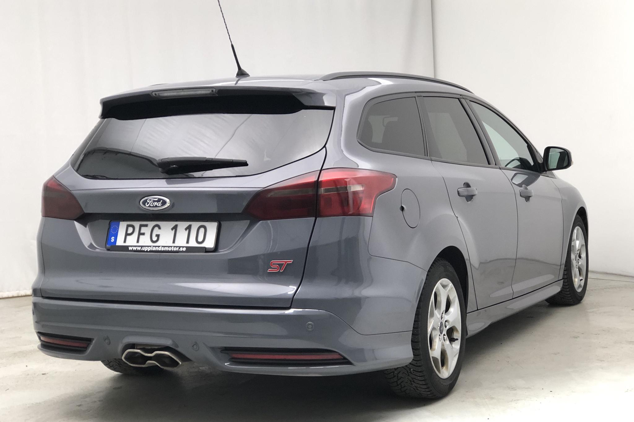 Ford Focus 2.0 TDCi Kombi (180hk) - 40 310 km - Automatic - gray - 2017