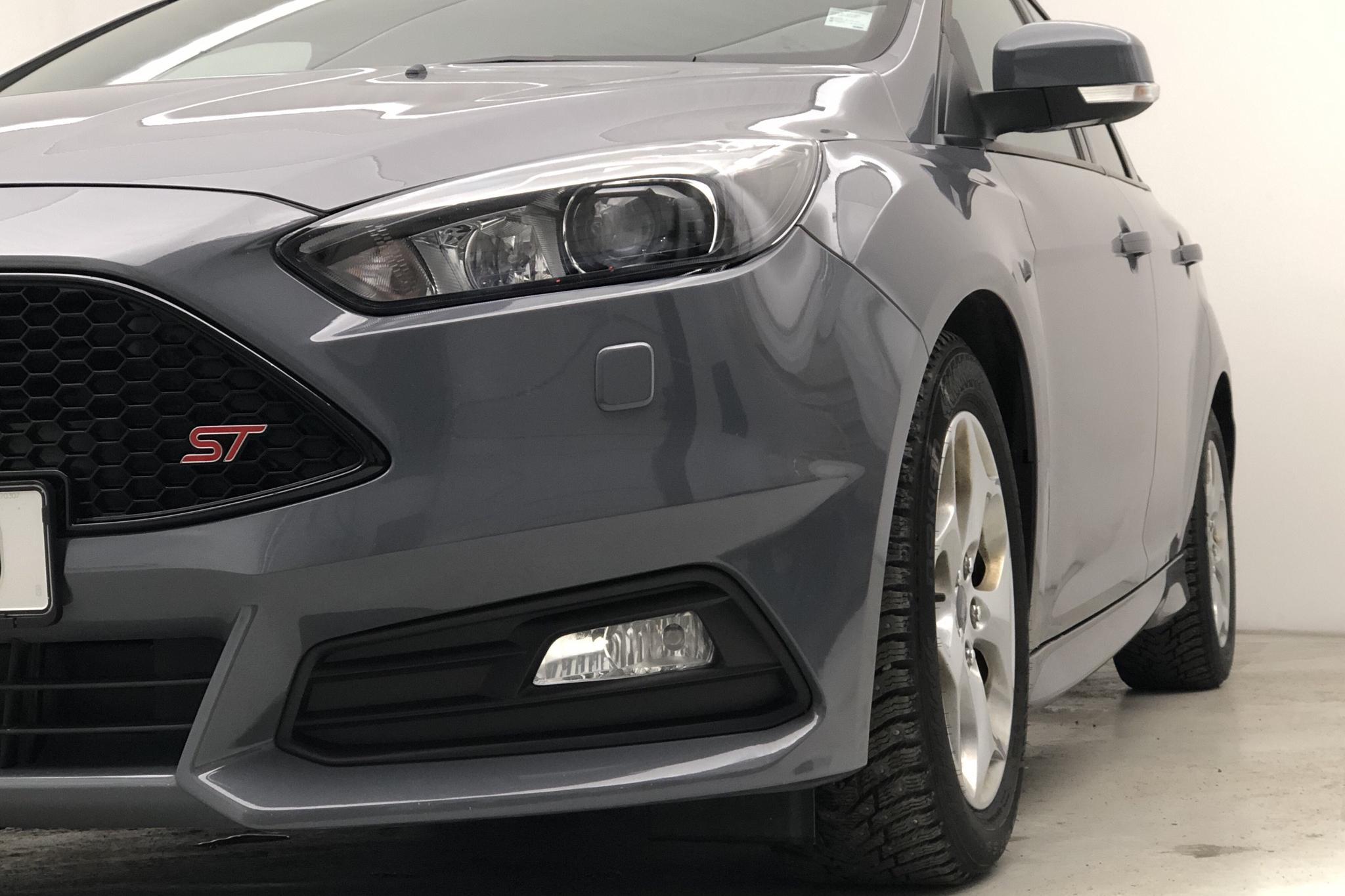 Ford Focus 2.0 TDCi Kombi (180hk) - 4 031 mil - Automat - grå - 2017