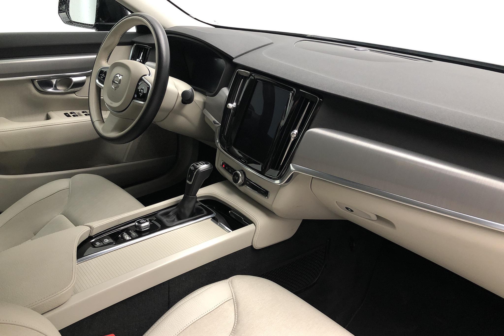 Volvo S90 D3 (150hk) - 5 428 mil - Manuell - svart - 2018