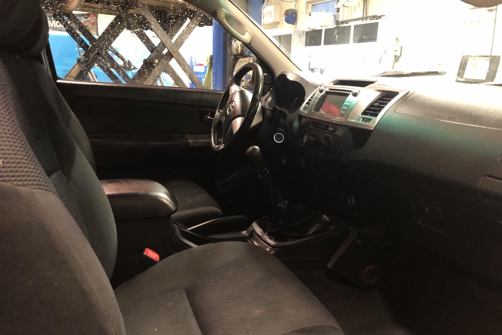 Toyota Hilux 2.5 D-4D 4WD (144hk) - 177 520 km - Manual - white - 2014
