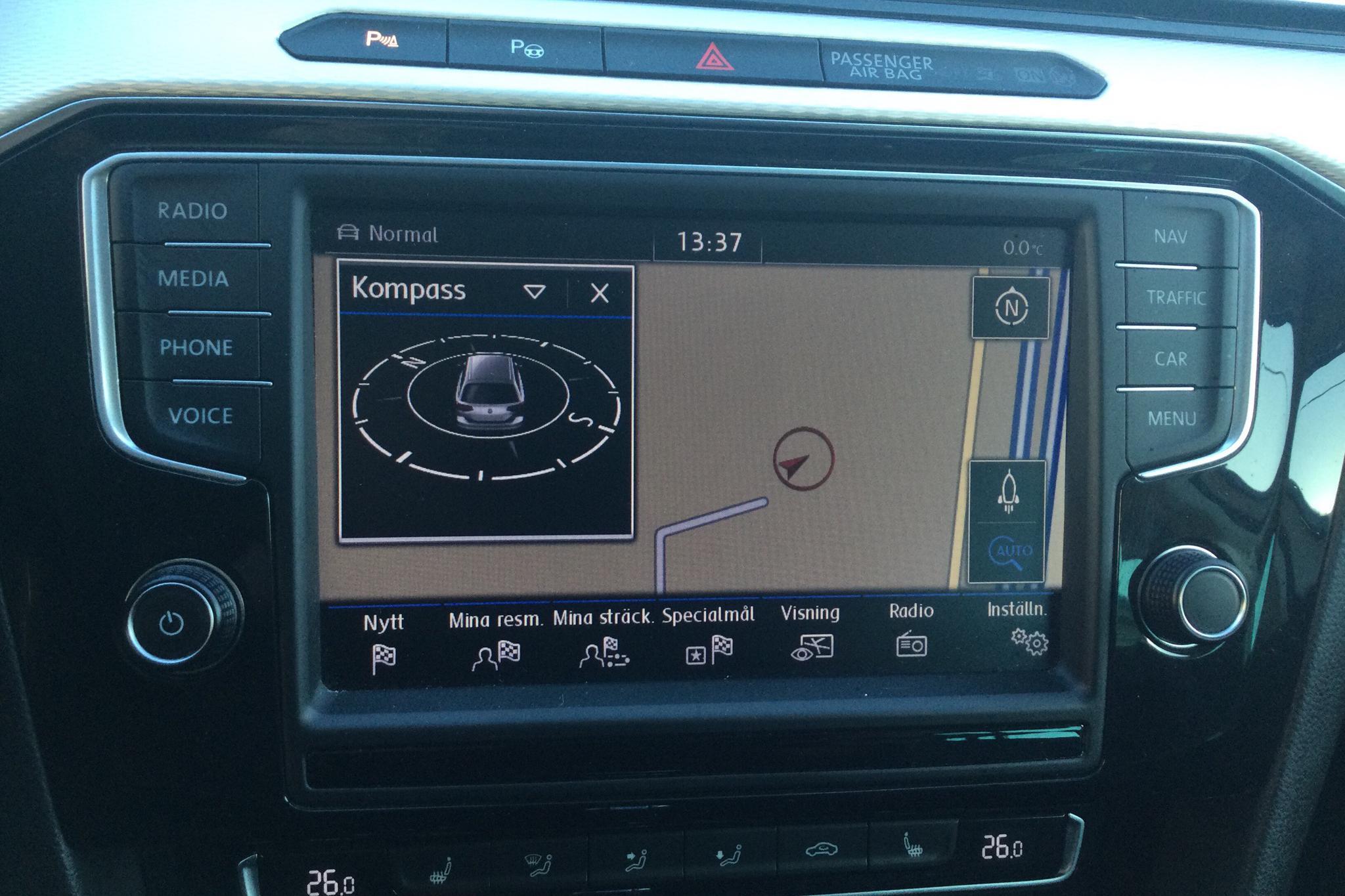 VW Passat 1.4 Plug-in-Hybrid Sportscombi (218hk) - 8 703 mil - Automat - vit - 2016
