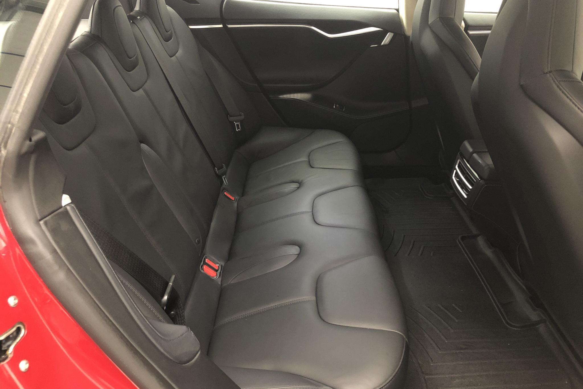 Tesla Model S 85 (382hk) - 3 908 mil - Automat - röd - 2014