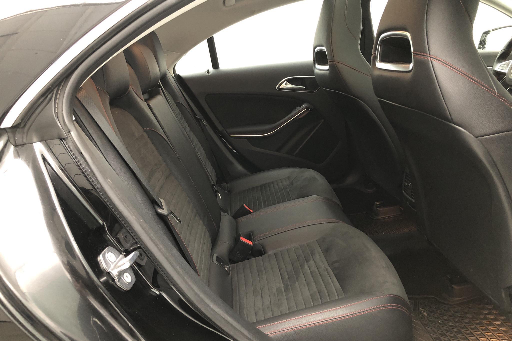 Mercedes CLA 180 Coupé C117 (122hk) - 1 607 mil - Automat - svart - 2019