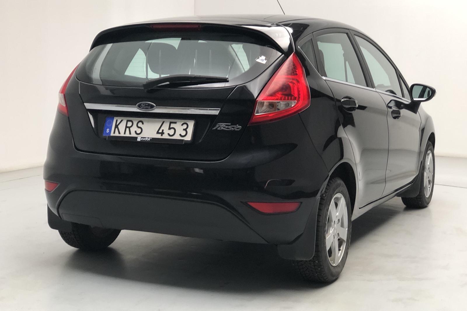 Ford Fiesta 1.25 5dr (82hk) - 7 654 mil - Manuell - svart - 2010