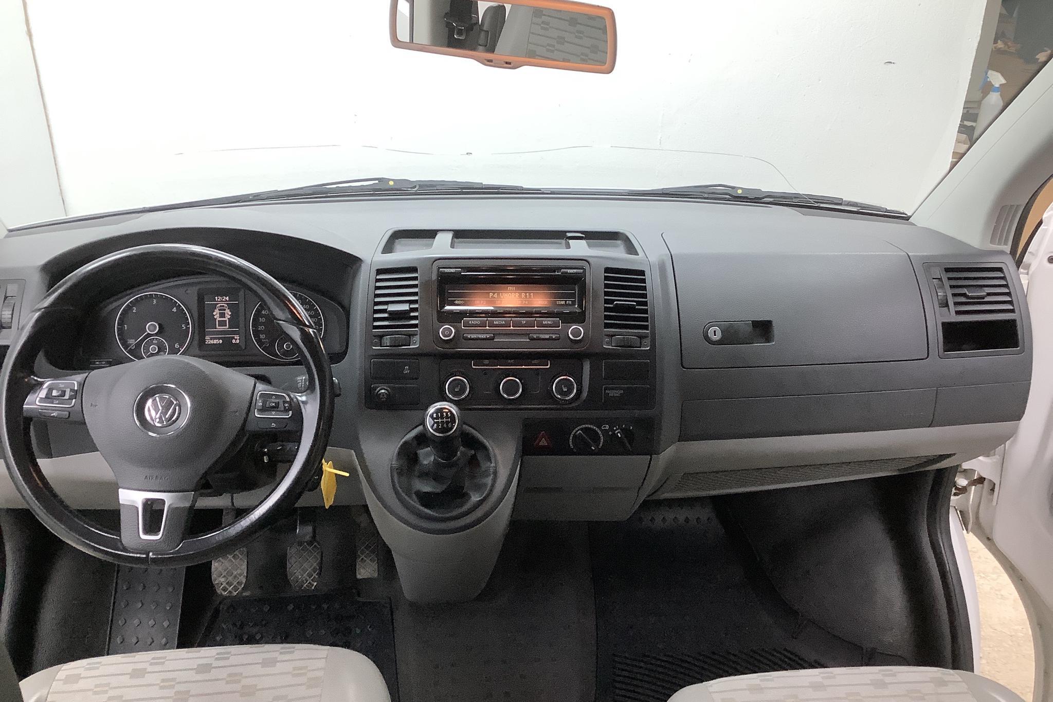 VW Transporter T5 2.0 BiTDI Pickup 4MOTION (180hk) - 226 860 km - Manual - white - 2013